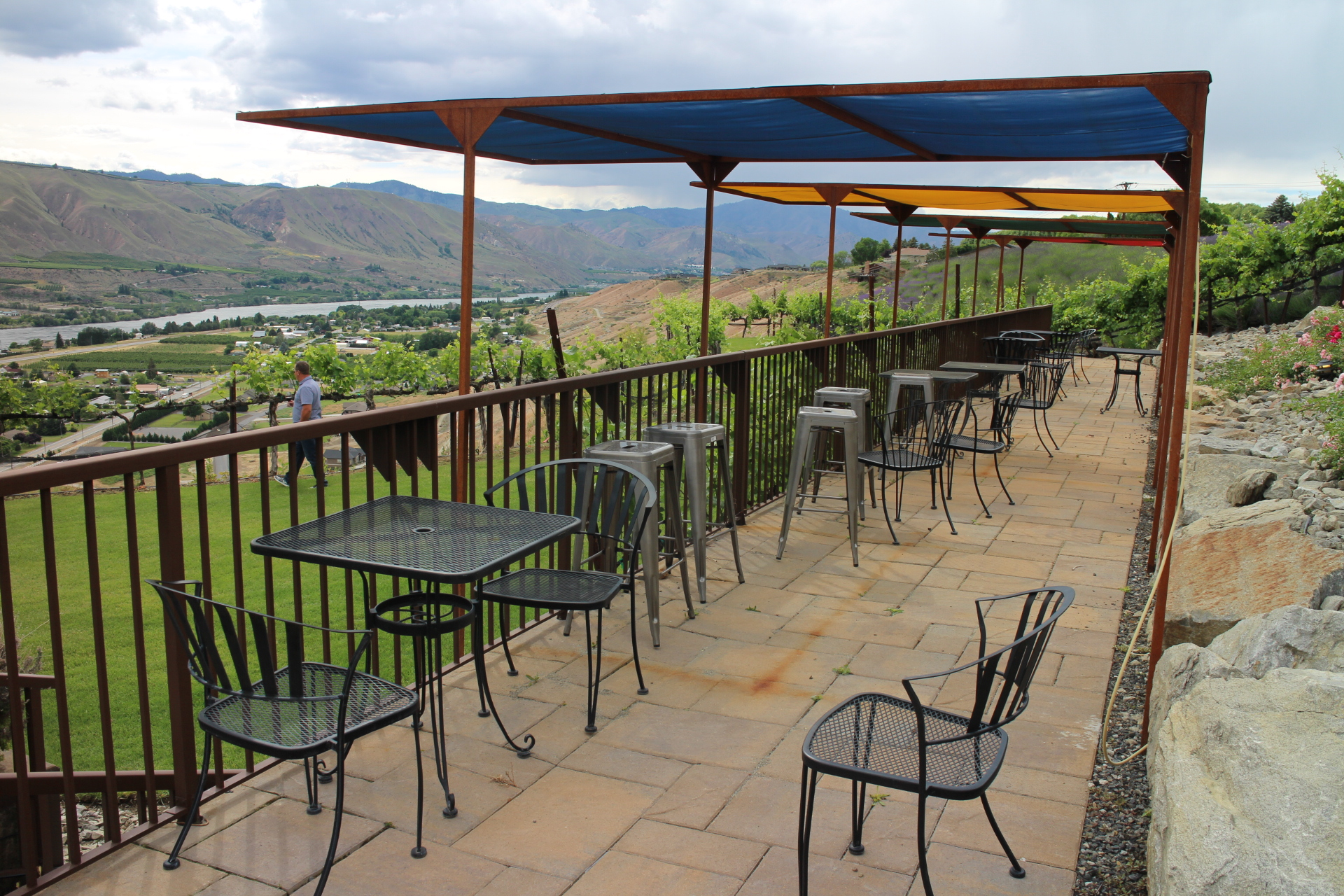 TASTING IN WENATCHEE - Wine tasting in Wenatchee will take you to quaint tasting rooms with spectacular views of the valley and to the downtown core with a lively atmosphere of restaurants and shops. You'll want to check each winery first to see what their seasonal hours may be.