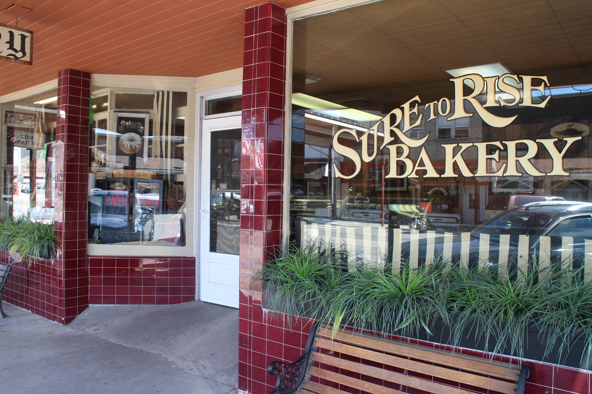 TREAT THEM TO DONUT OR COOKIE - SURE TO RISE BAKERYWhy not! The kids have been good. Pick up a treat for them and head to the park or pool to burn off the sugar rush. It's hard to pass up a fresh baked donut or cookie from Sure to Rise Bakery. Pick up a loaf of fresh baked bread while your at it!Sure to Rise Bakery, 115 Cottage Ave, Cashmere, WA. (509) 782-2424