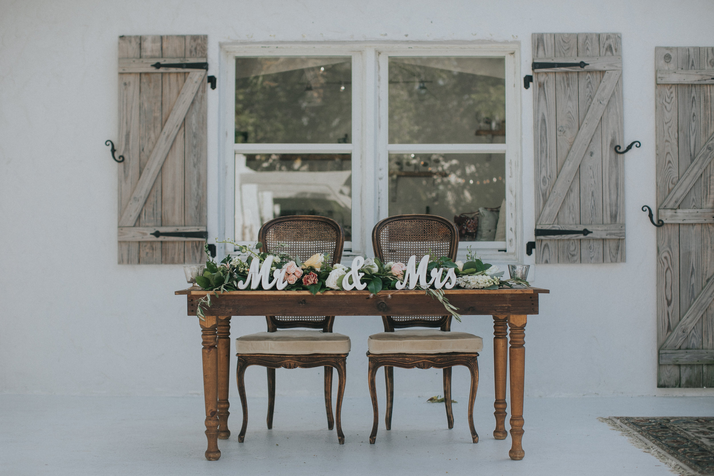 Farm House Sweetheart Table.jpg