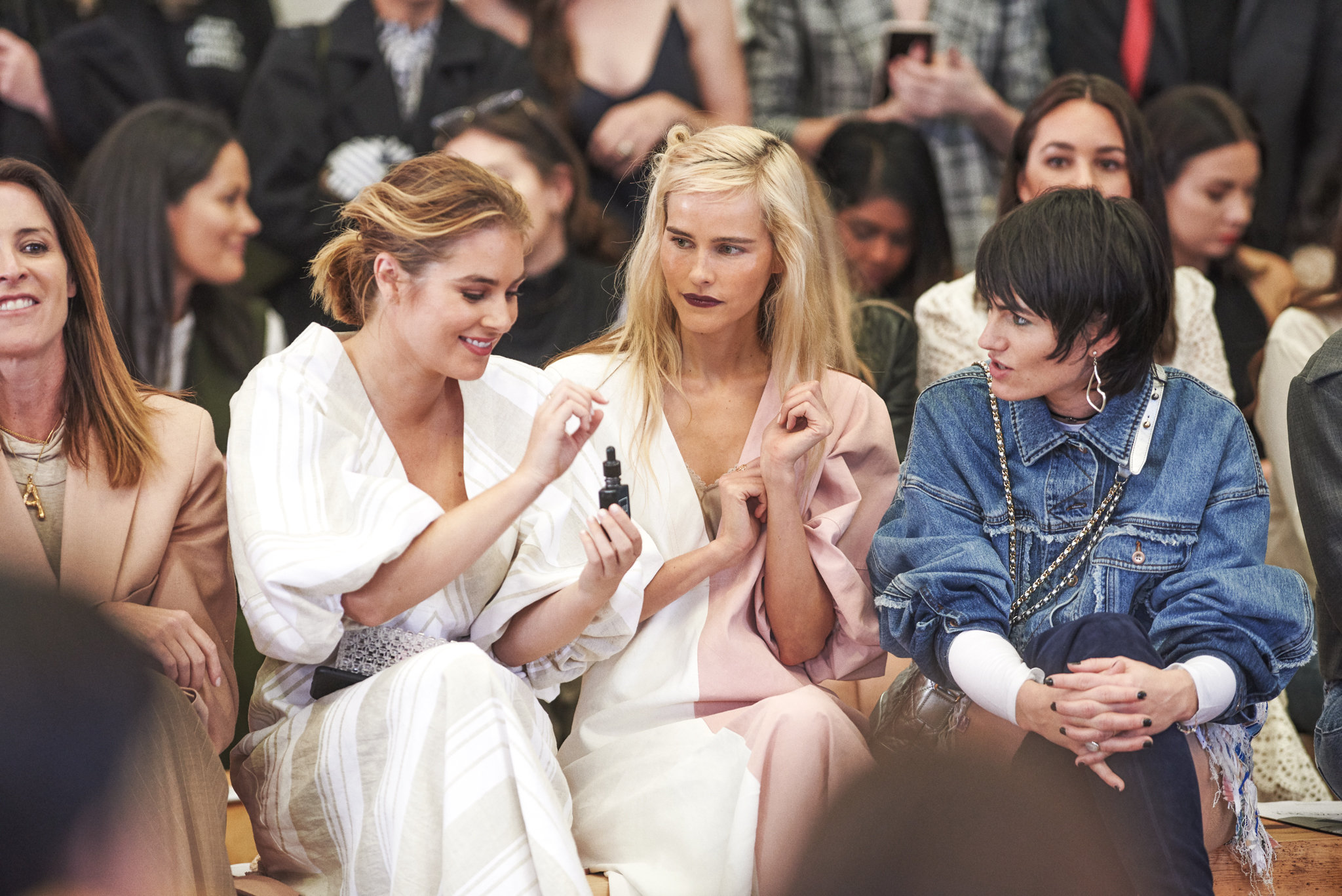 Carissa Walford, Isabel Lucas, Isabella Manfredi | Front Row