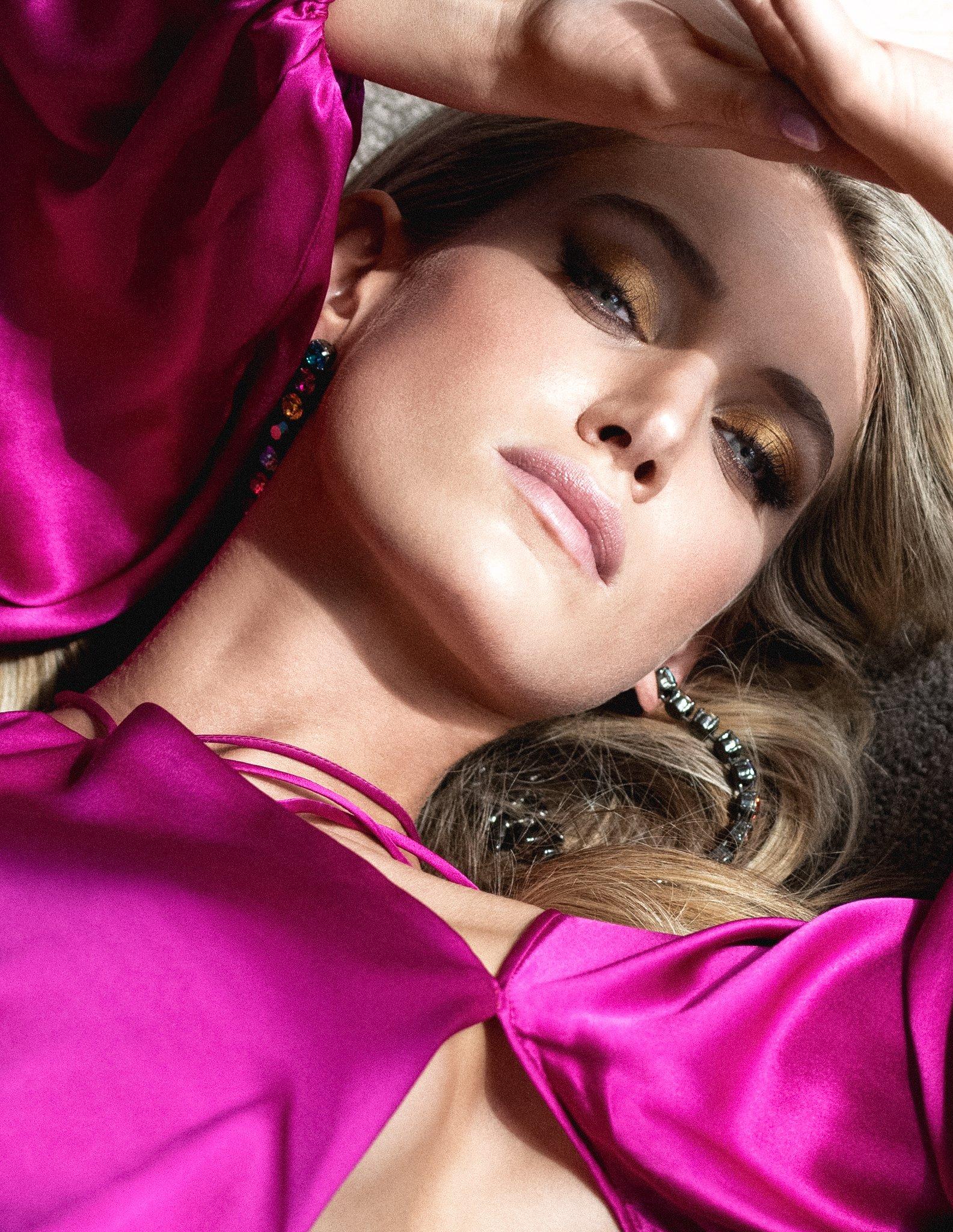 Caroline Lowe, beauty