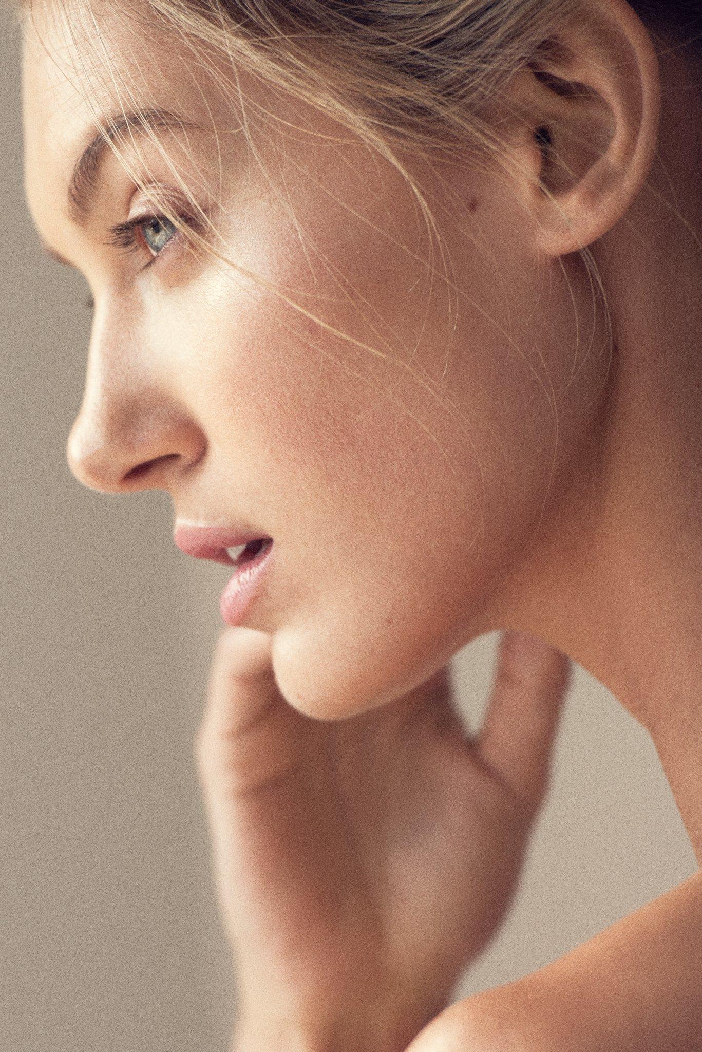 Caroline Lowe IMG Models
