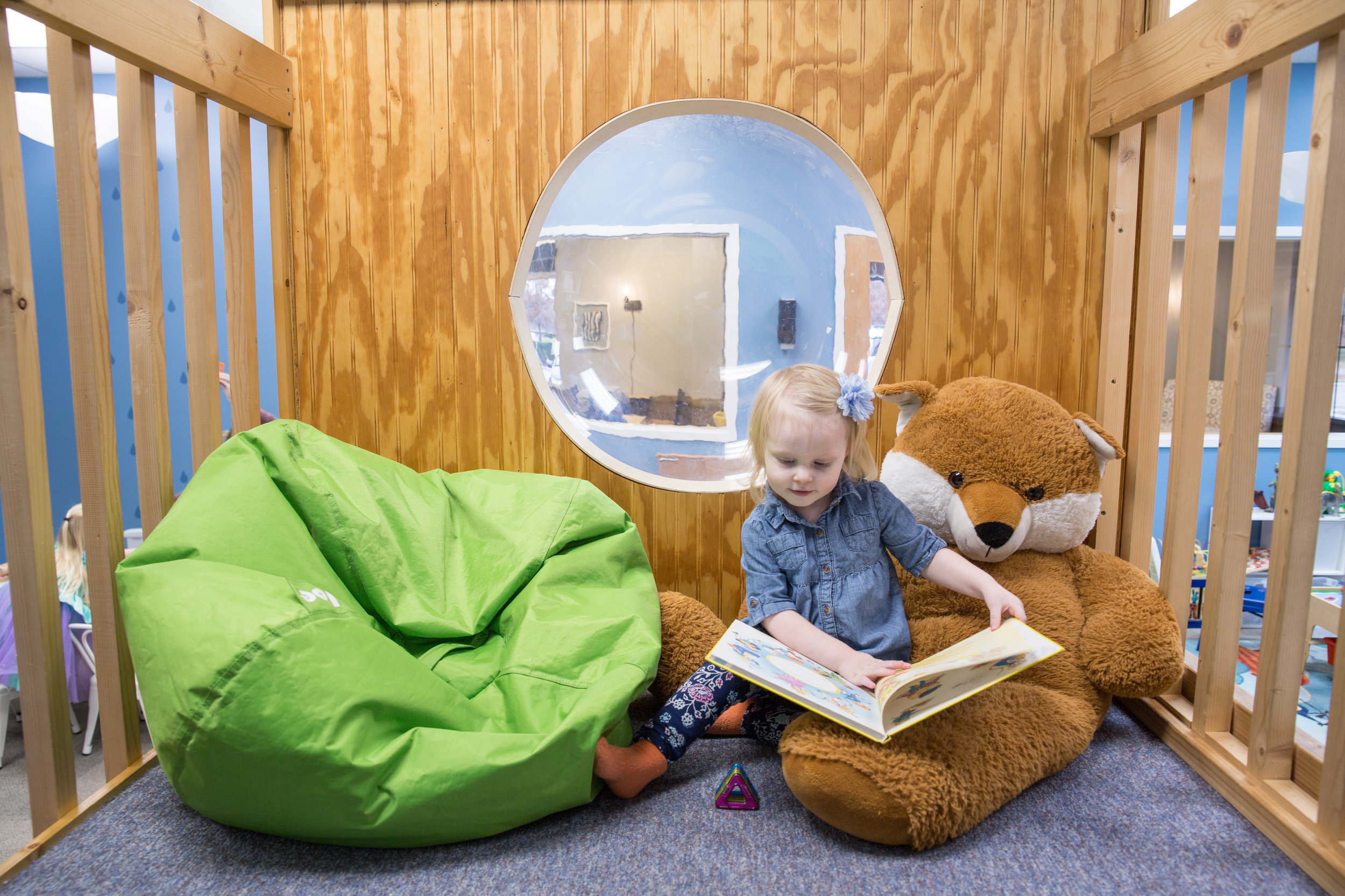 Hoot_Studio_Play_Cafe_Kid_Reading.jpg