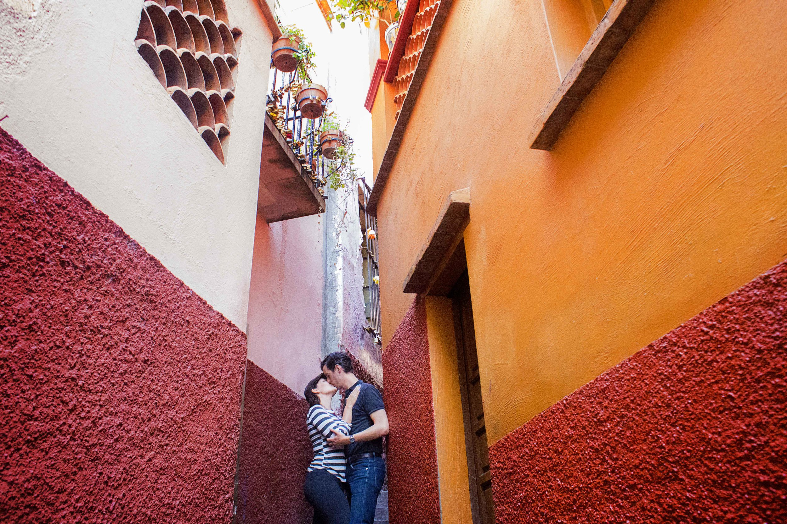 Day 90 - Guanajuato, Guanajuato, Mexico   A star-crossed lovers tale is told here at the Alley of the Kiss or  Callejon del Beso .  This alley is so narrow that one might accidentally kiss another when passing through but that's not how it got it's name...  Doña Carmen  and Don Luis were deeply in love but her father was a violent and jealous man.  Unable to see  Doña Carmen, he purchased the house across hers so they can use the balconies to steal a few kisses.  Sadly, the tale ends tragically when they are found out by her father who kills his only daughter out of rage.  Since we are legally wed,  I hope this stolen kiss is approved by my father :)