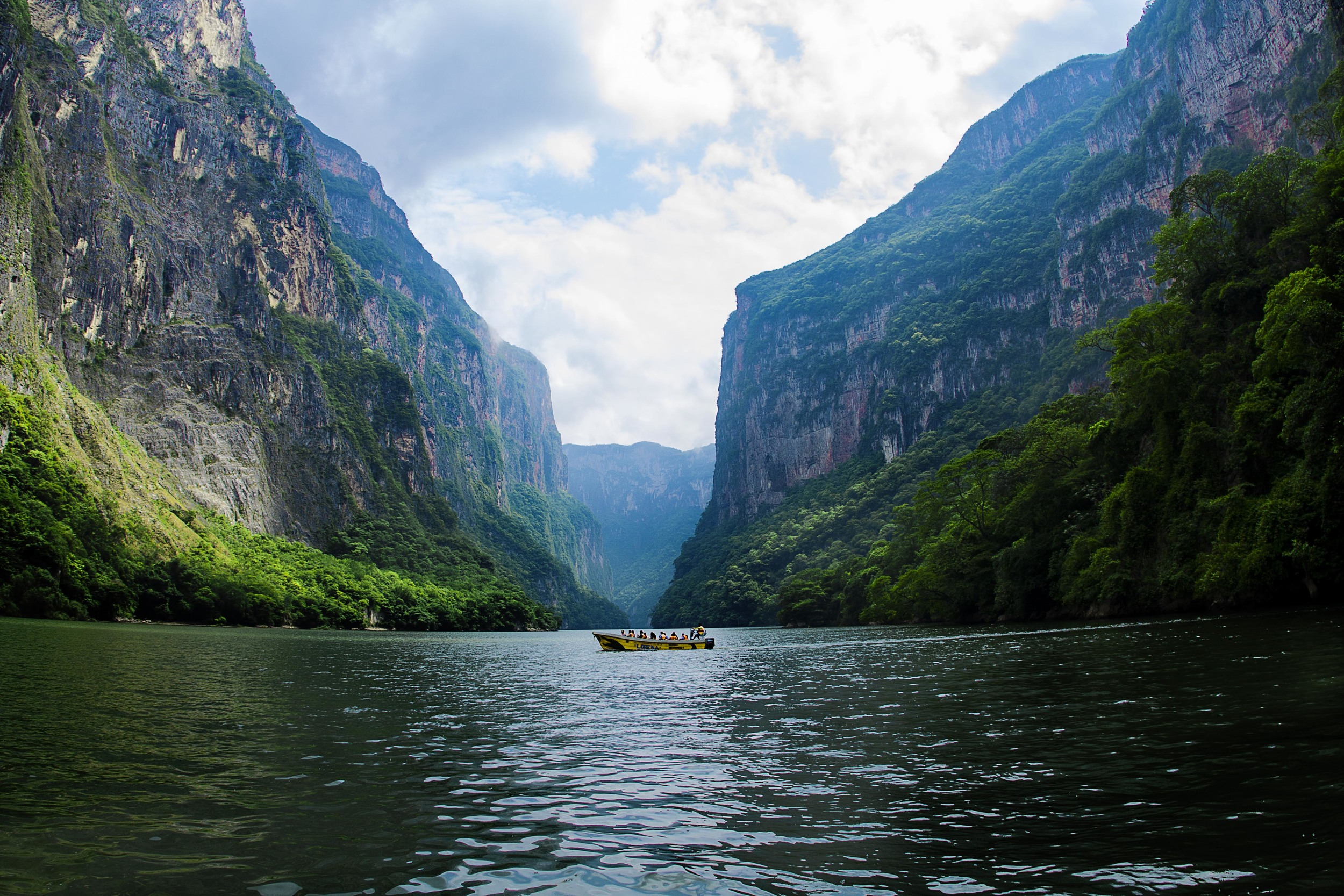 Day 128 - Cañón del Sumidero, Chiapas, Mexico June 1, 2015   Another tour takes us to this amazing narrow and deep canyon surrounded by a national park just outside of Chiapa de Corzo. This canyon is about as old as the Grand Canyon in Arizona, USA where at the end of it is the dam that creates almost half of Mexico's electricity and a third of Guatemala's.