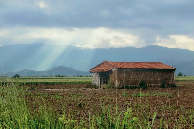 As we drove from Athens to Meteora to see the monastaries, we find ourselves greeted by a beautiful scene with a farm house blanketed by clouds as the sun rays peak through. It was one of those moments where you find something beautiful when you least expect it.  #bestvacations #farmhouse #greece #instagood #instagramhub #photography #photooftheday #iger #igphotooftheday #canonphotography #worldphoto #landscapephotography #documentary #documentaryphotography #instagram #worldinfocus #pixel_ig #canon6d #travelphotography #sunset #outdoors #mountains