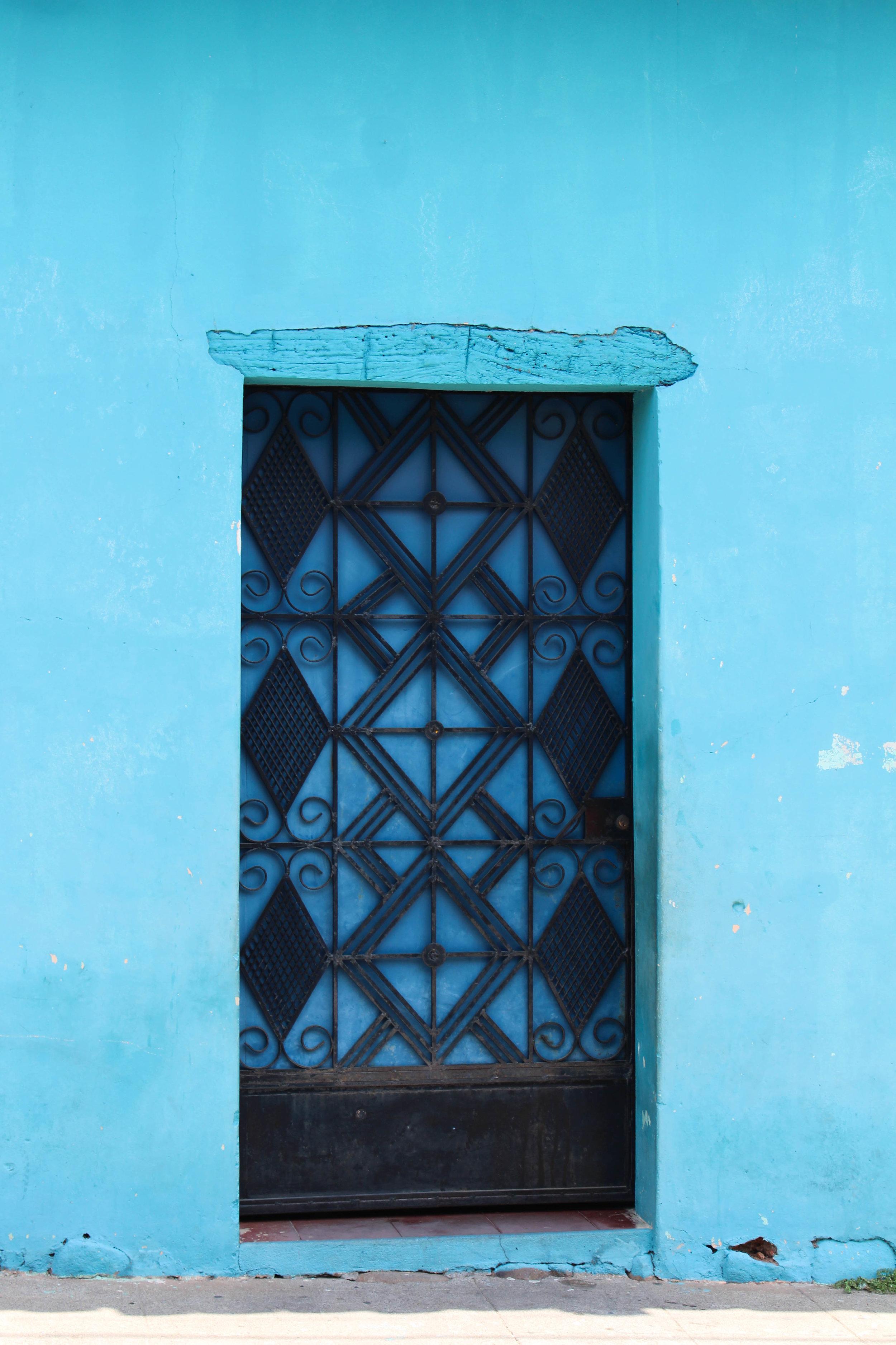 El Salvador- blue door- set size-croped- -NatalieNehlawi.jpg