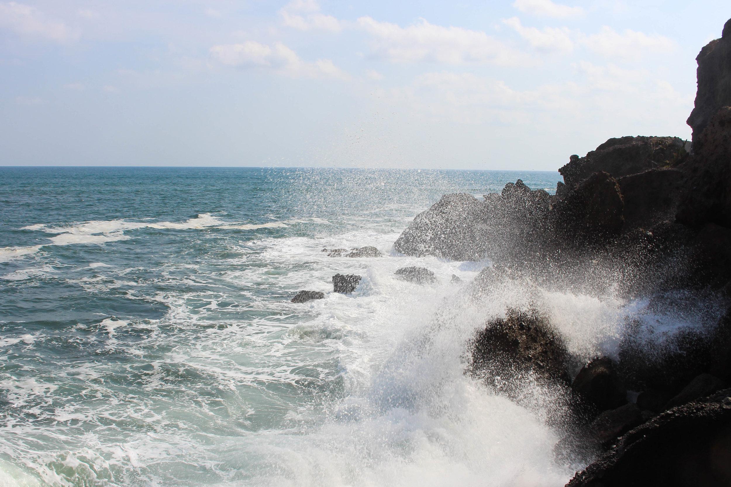 El tunco- rocks and waves splash molicules--NatalieNehlawi.jpg