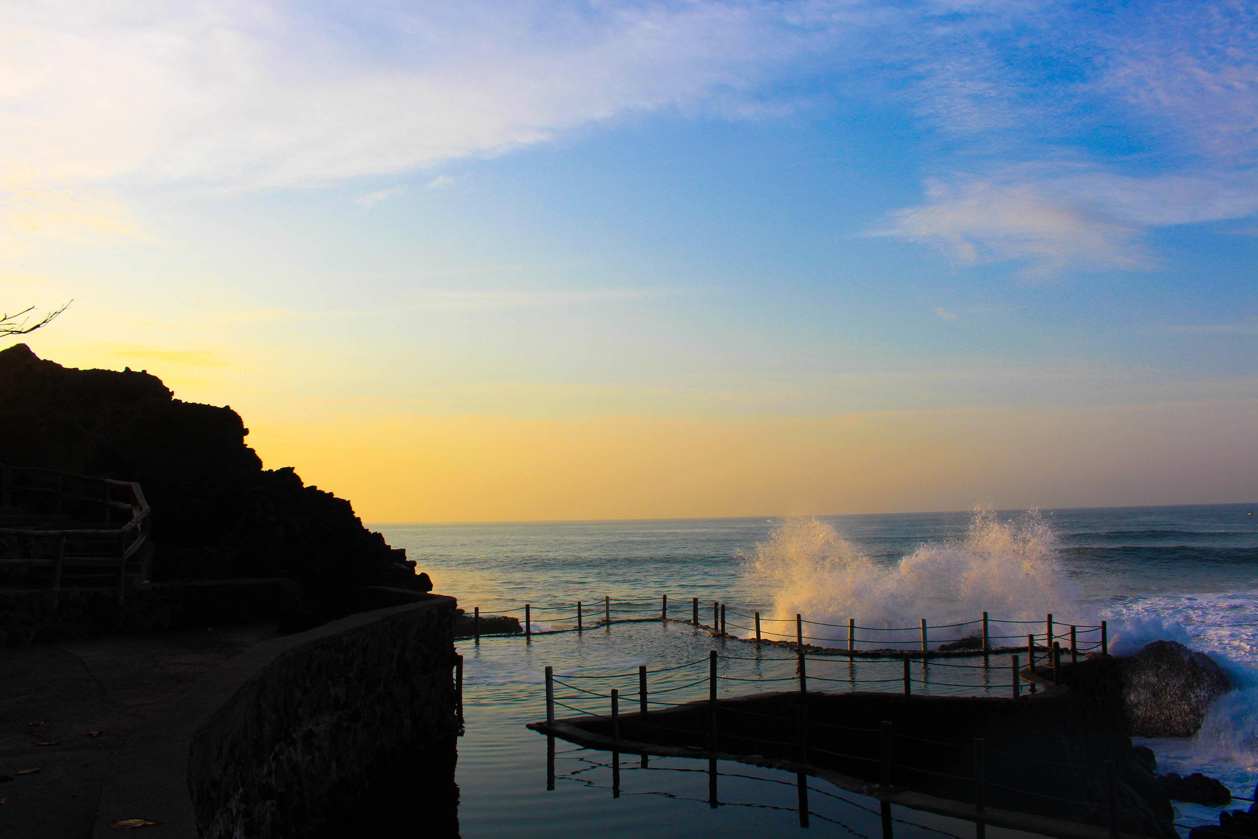 El tunco-waves-pool-sundown-NatalieNehlawi.jpg
