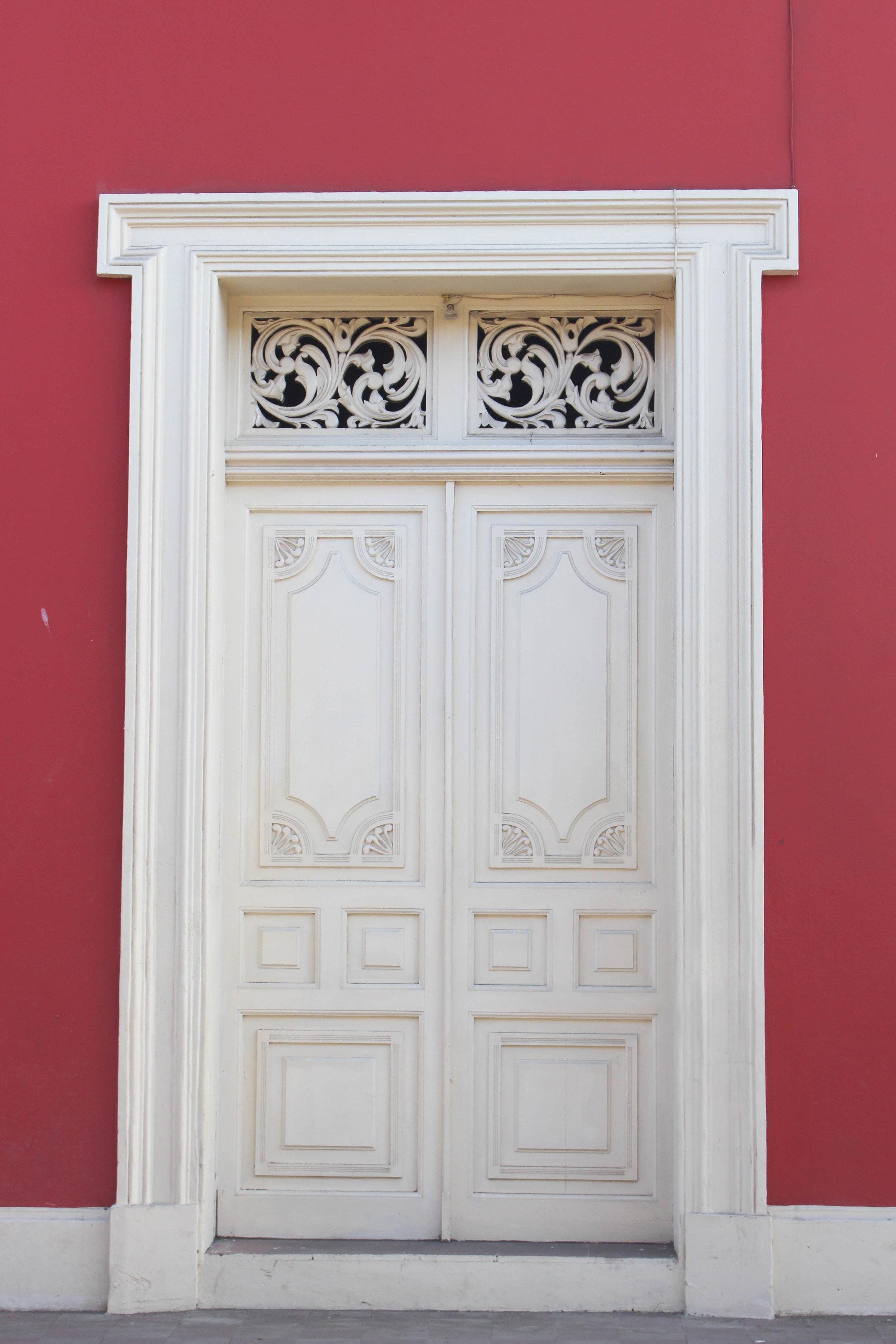 Granada- Door1-NatalieNehlawi.jpg