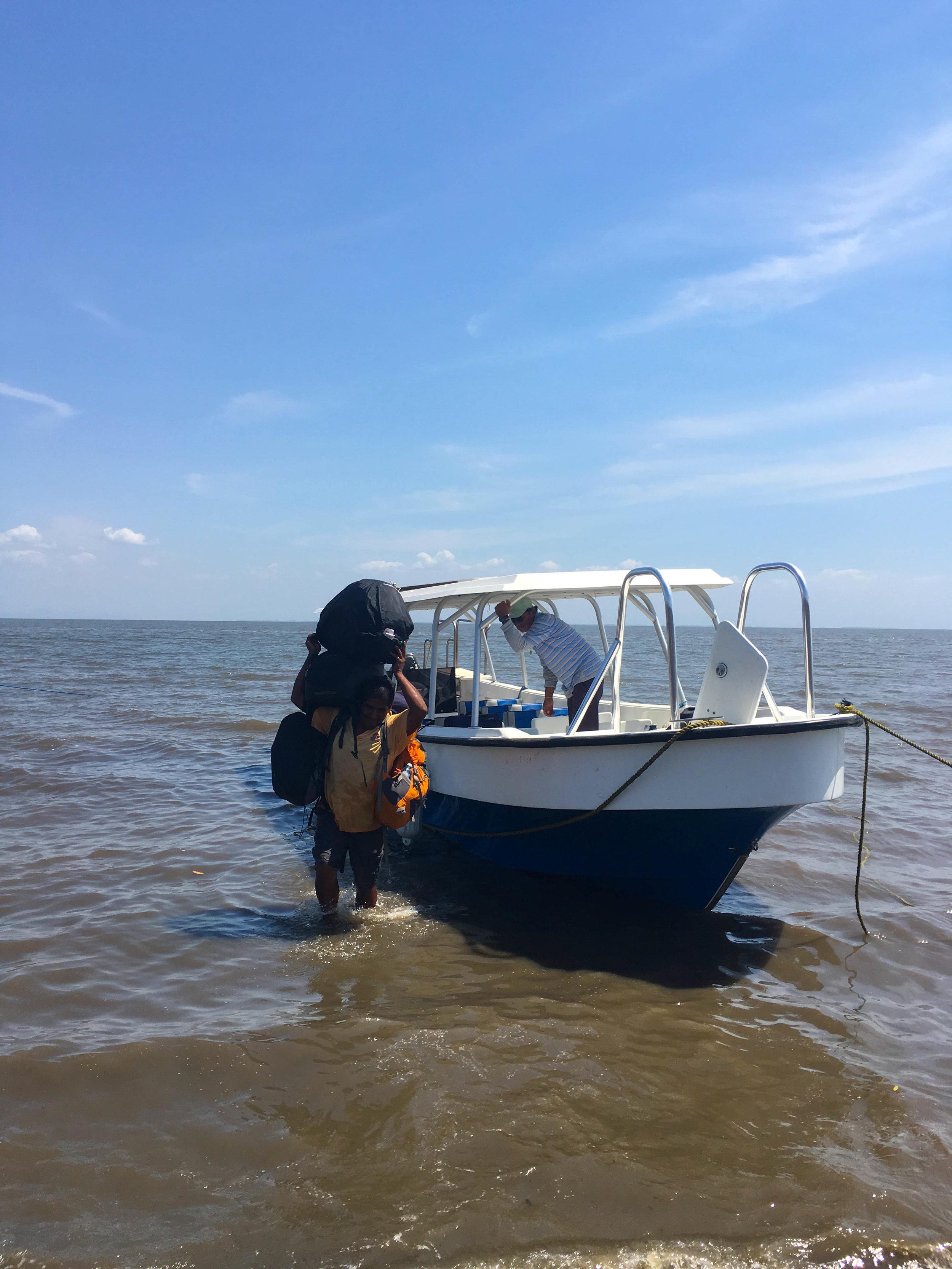 boarder nicaragua boat and lugage.jpg