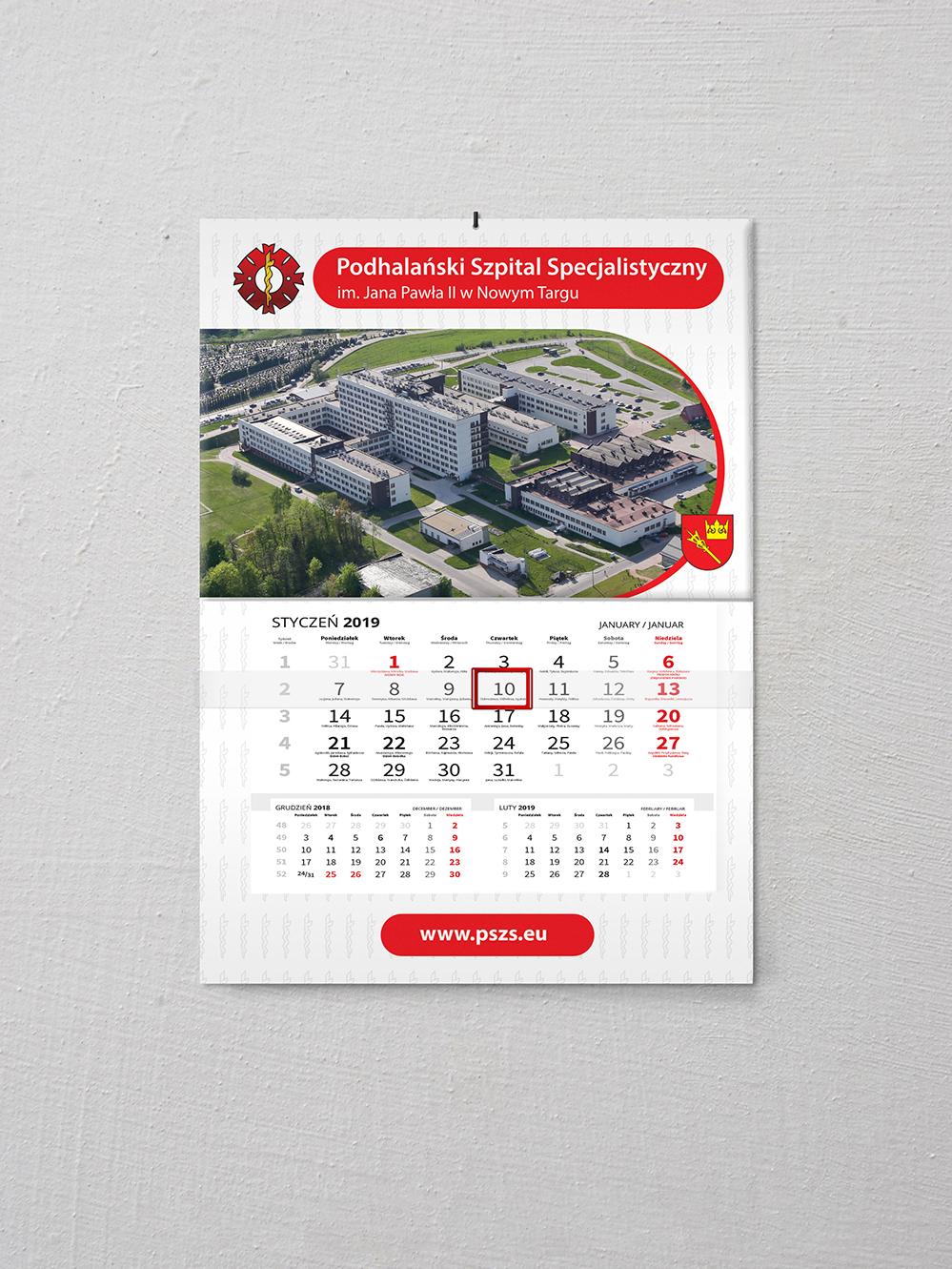 Przygotowanie projektu oraz druk kalendarzy jednodzielnych z wypukłą główką. Podkład kreda błysk 350g, plecy karton 250g, folia mat + lakier uv