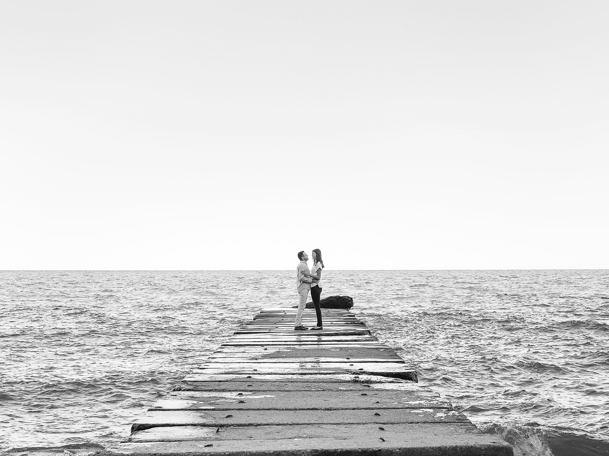 LaurenJoe_Engagement_HKco_27_B&W.jpg