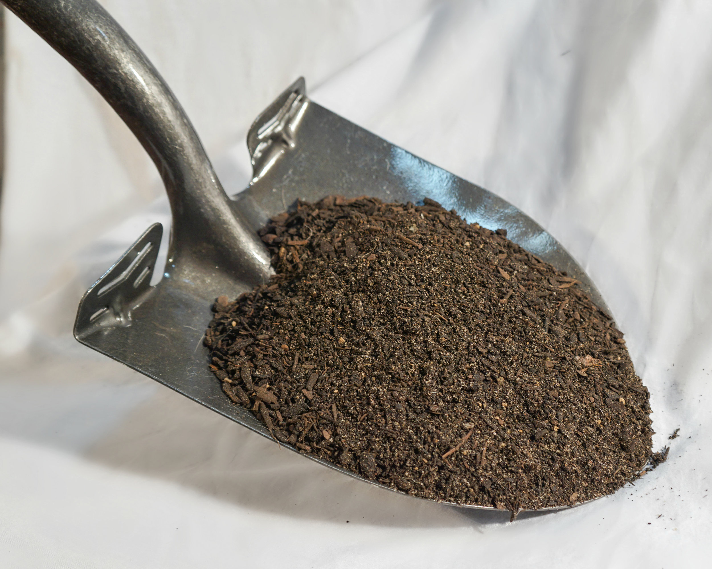 Raised Bed Blend - $50 per cubic yardBlend of Aged Pine Bark, Washed Sands, and Premium Compost. Blended to provide superior soil structure that retains moisture and encourages root growth.Ideal for raised vegetable beds.