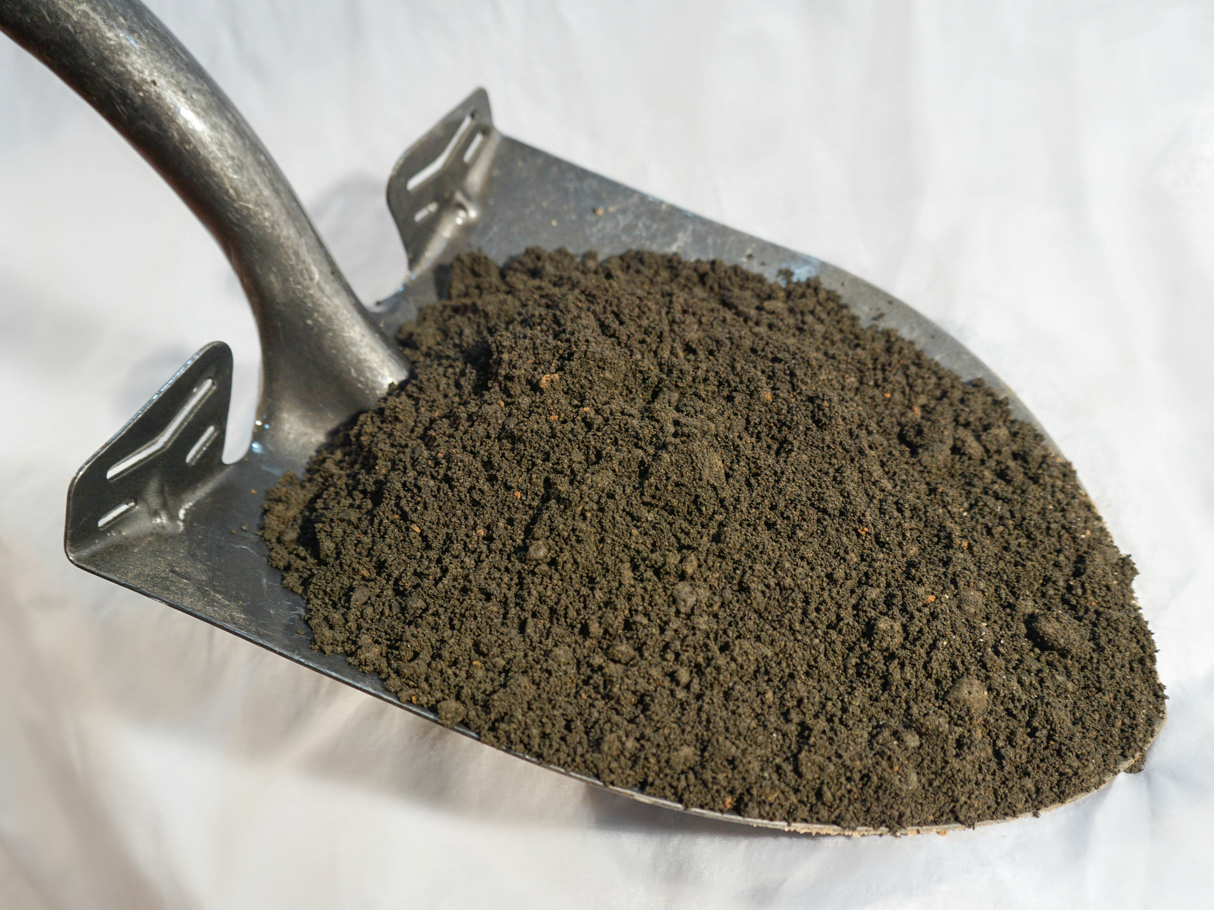 Texas Greensand - $100 per cubic yardPotassium phyllosilicate or clay mineral. Mined from historical ocean-floor deposits. High in K and micronutrients.Organic fertilizer, enhances green tissue, amends clay soils.