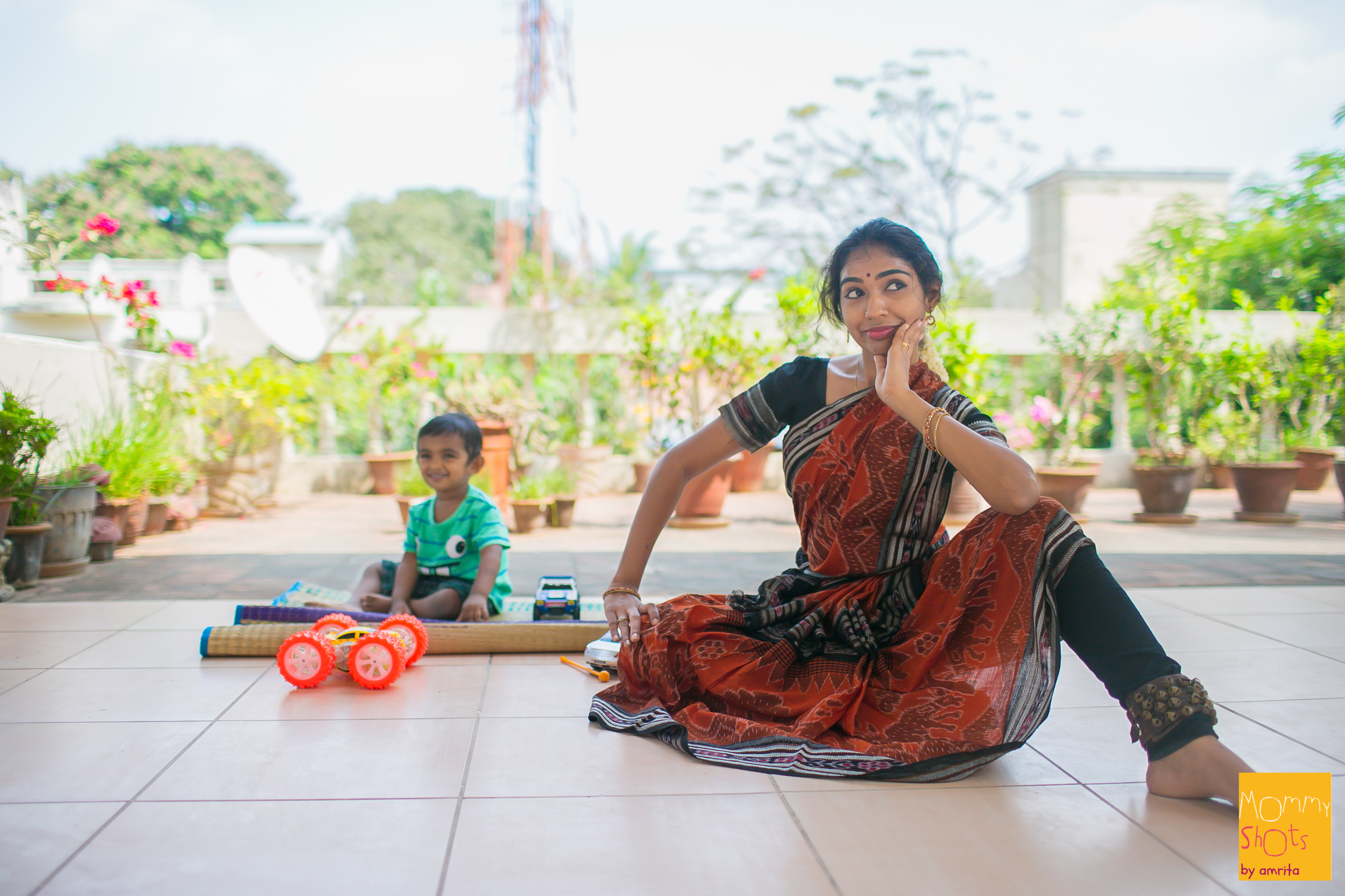 It helped that baby Dev loves music and dance and is happy to watch her through her practice (and participateon occasion).Now that heaccompaniesherto dance class each day, heis alsoquick to tell everyone at home when mommy is shouted at by the guru!
