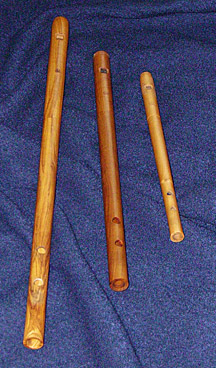 Enhåndsfløjter i D, G og C af  Mark Binns  (Australien)- Taborpipes in D, G and C by  Mark Binns  (Australia)
