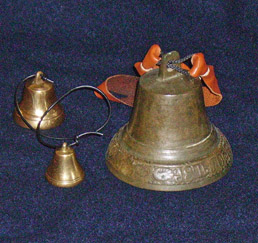 Klokker. Små fra  Morells Metallgjuteri  (Sverige). Stor: Antik russisk. Bells. Smal from  Morells Metallgjuteri   Sweden). Big: Antique Russian
