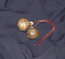 Antikke estiske bronzebjælder. Antique bronze pellet bells from Estonia