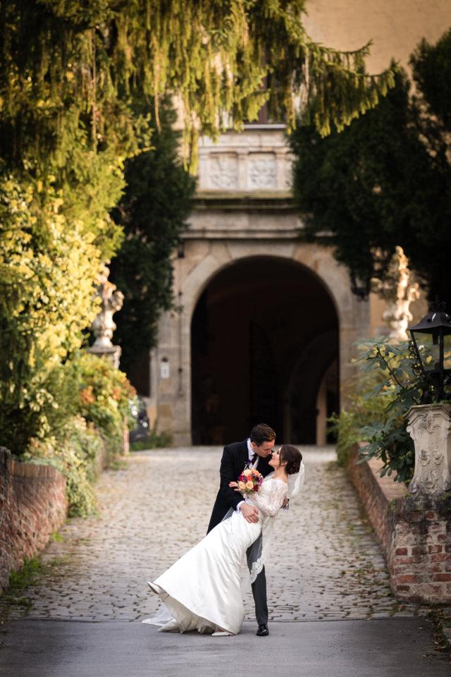 austria-SCHLOSS-OBERMAYERHOFEN-destination-wedding-photographer-25.jpg