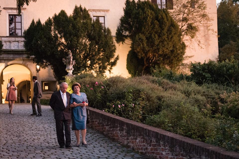 austria-SCHLOSS-OBERMAYERHOFEN-destination-wedding-photographer-35.jpg