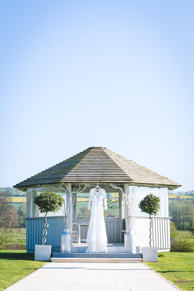 the-yorkshire-wedding-barn-leeds-wedding-photographer-5.jpg