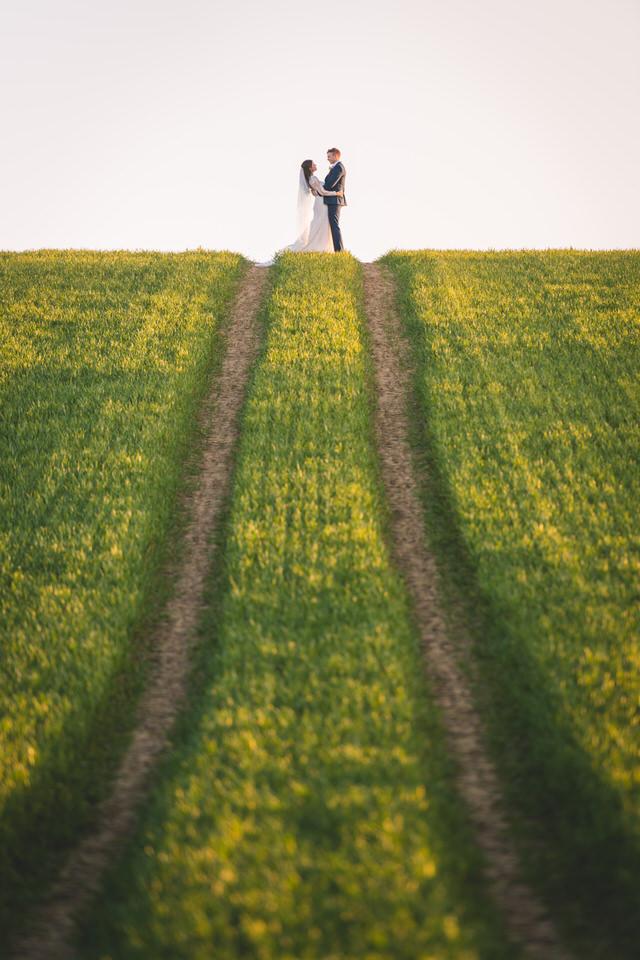 the-yorkshire-wedding-barn-leeds-wedding-photographer-59.jpg