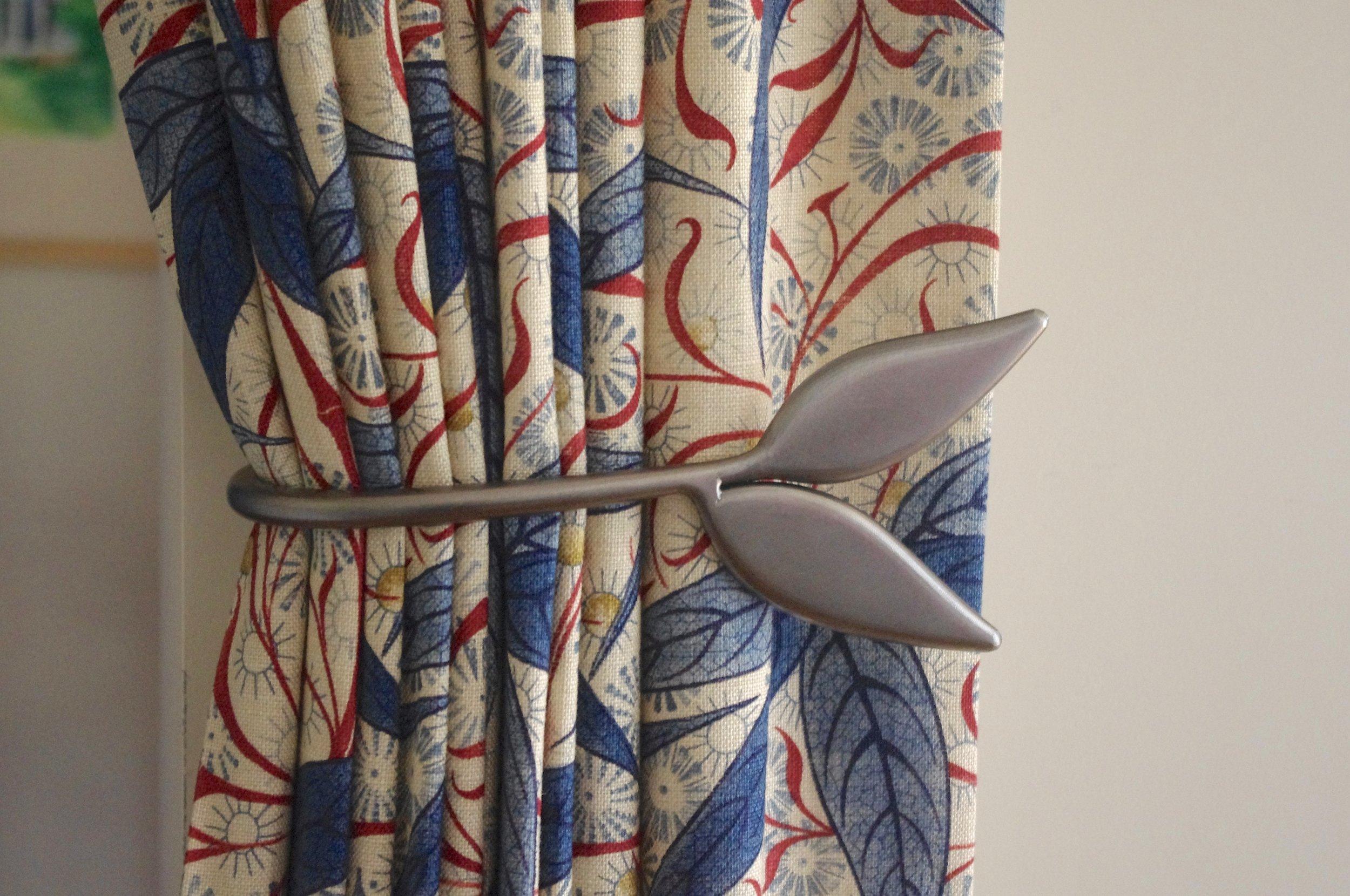 Leaf Tie Back