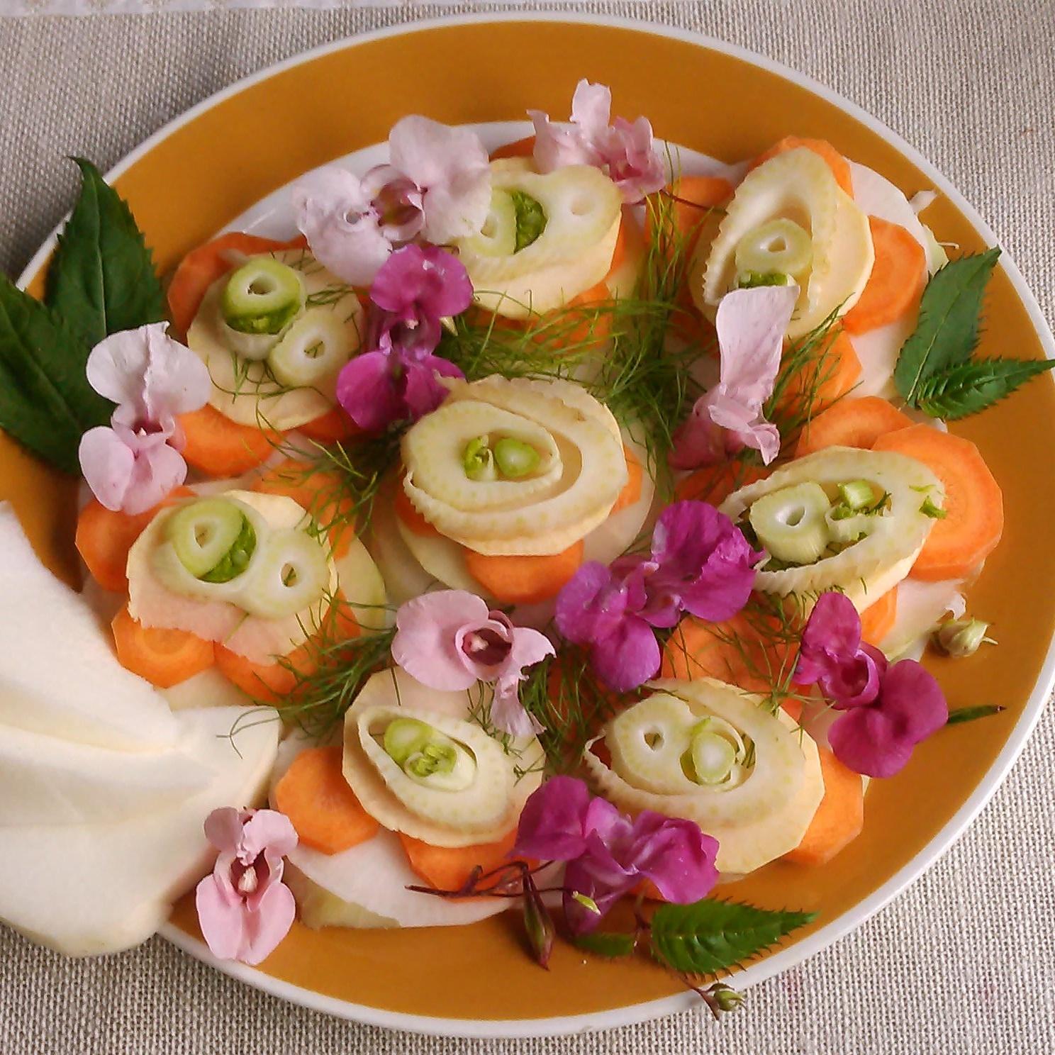 Kjempespringfrø blomster og blad