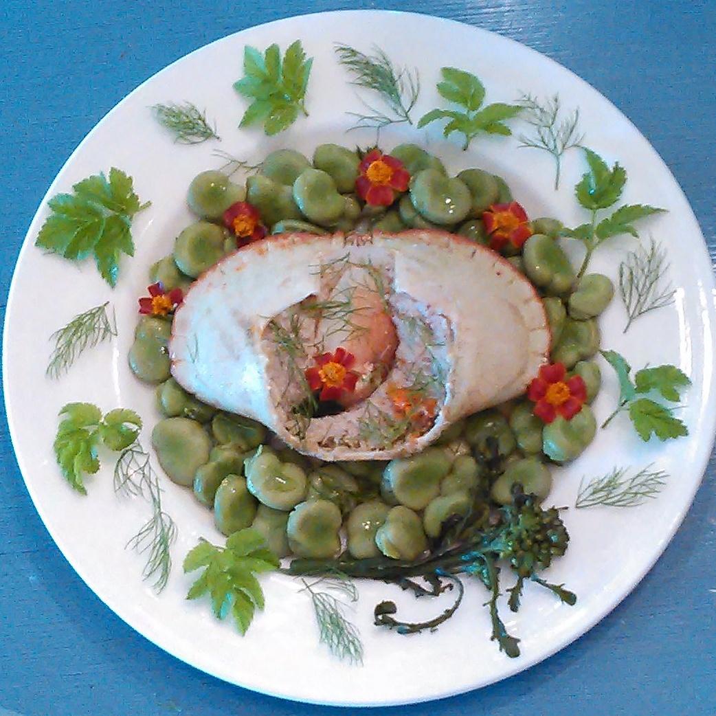 krabbe med bondebønner,skvallerkål, dill og krydd tagetes