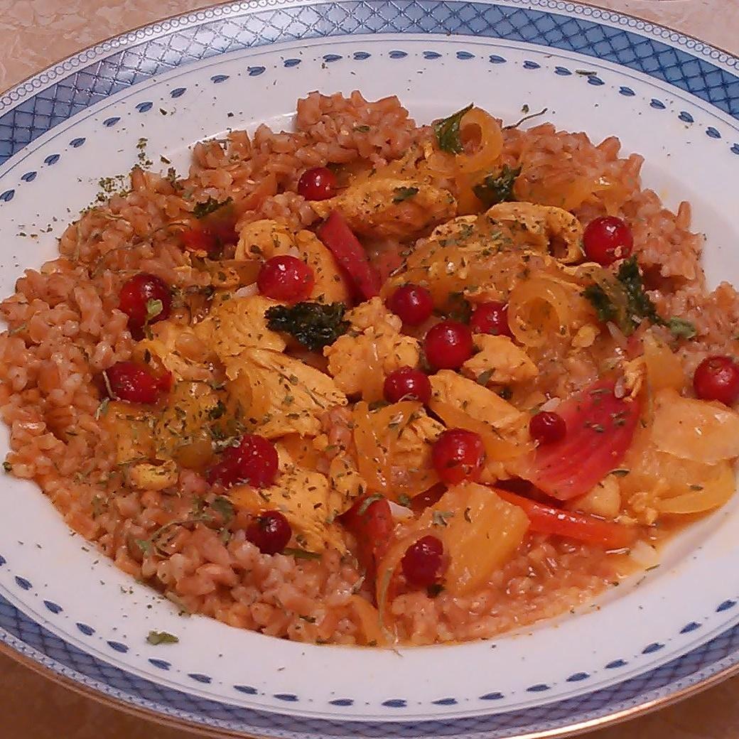 Sursøt kylling med tranebær som det sure innslaget. Tørket brennesle som krydder.