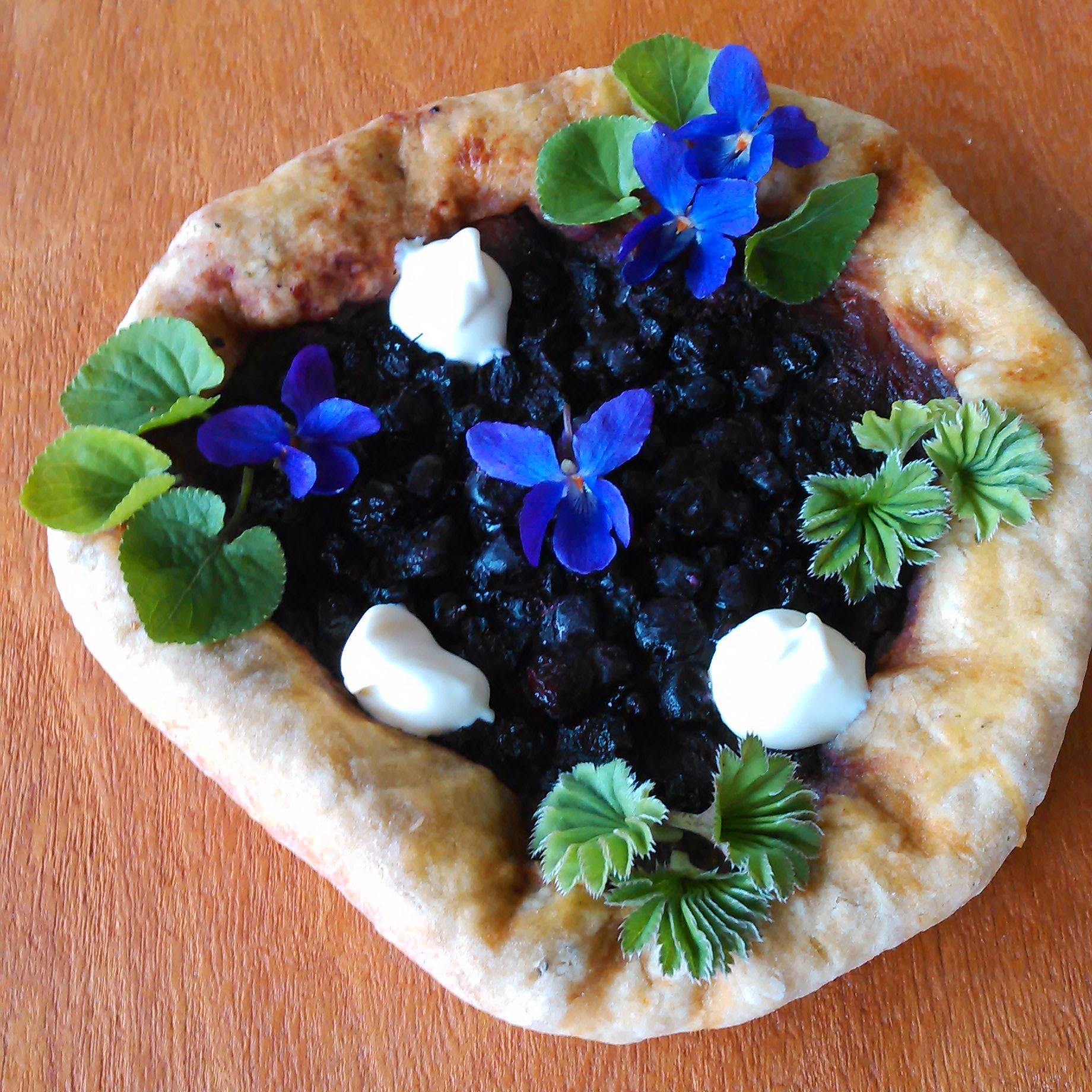 Nypemos og blåbær pai