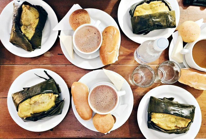 Chocolate Completo y Tamales  Photo by  Sarepa