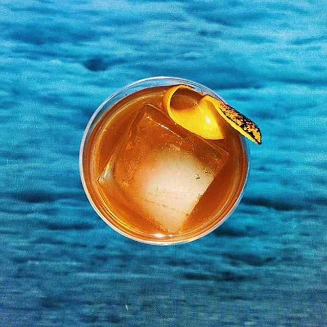 🥃 inspo from @thirsty @enticelounge ✨ . . . #friday #friyay #cocktail #whiskey #cocktails #cheers #weekendvibes #thirstynyc #imbibegram #drinkup #obelo #panela #rawsugar #bonappetit #f52grams #mixology