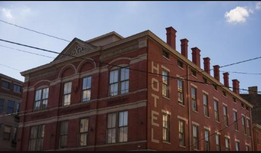 These 20 Buildings Showcase Cincinnati's Hotel History - Cincinnati Refined article and photo gallery.