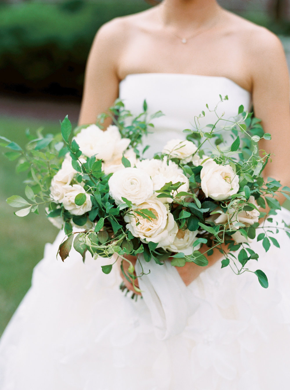 classic-white-and-green-bouquet.jpg