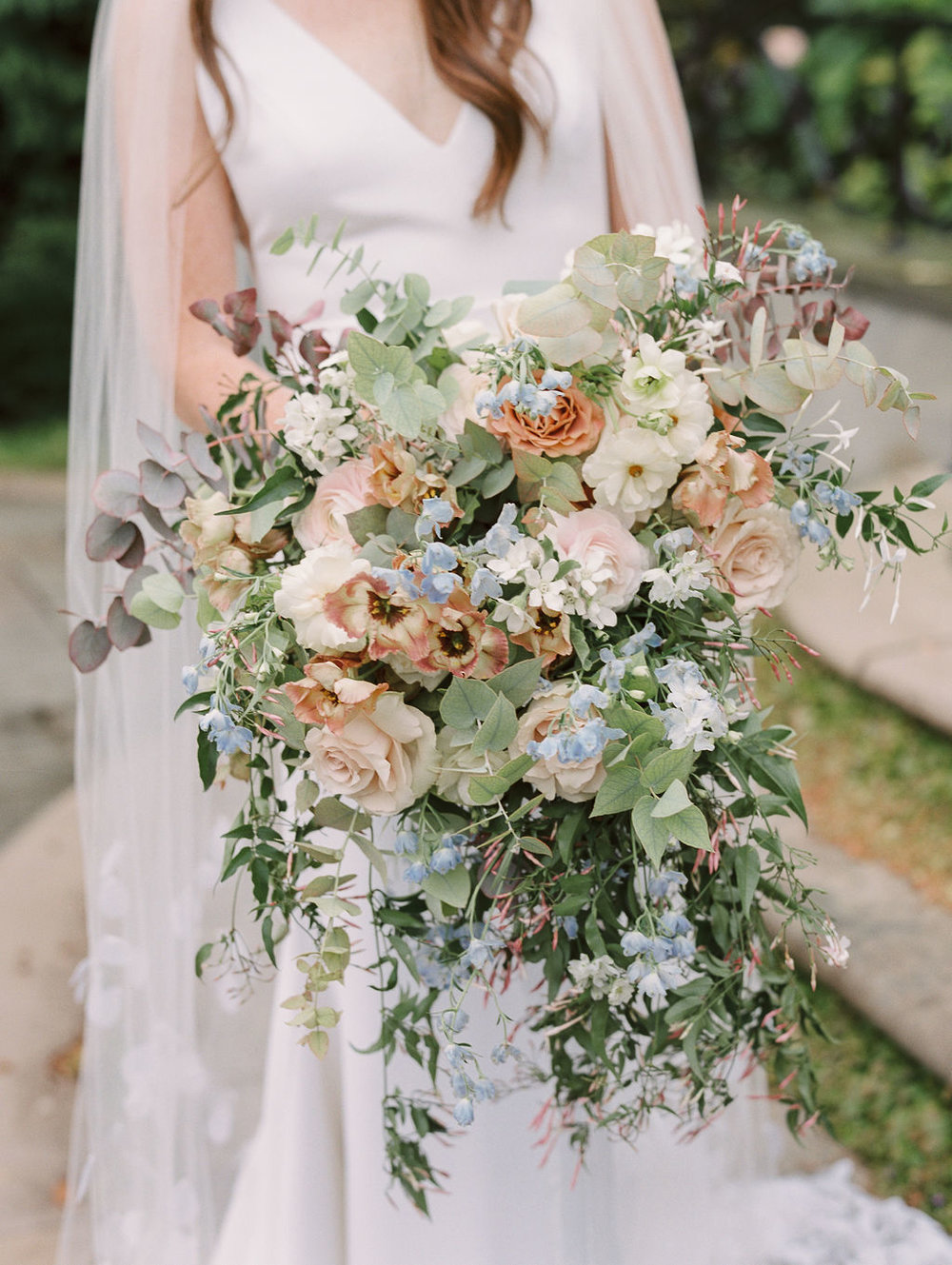 details-of-huge-bridal-bouquet.jpg