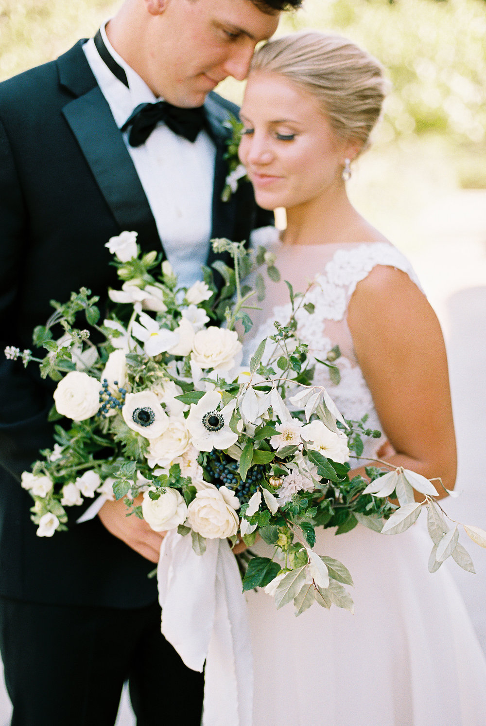 white-and-navy-wedding-bouquet.jpg