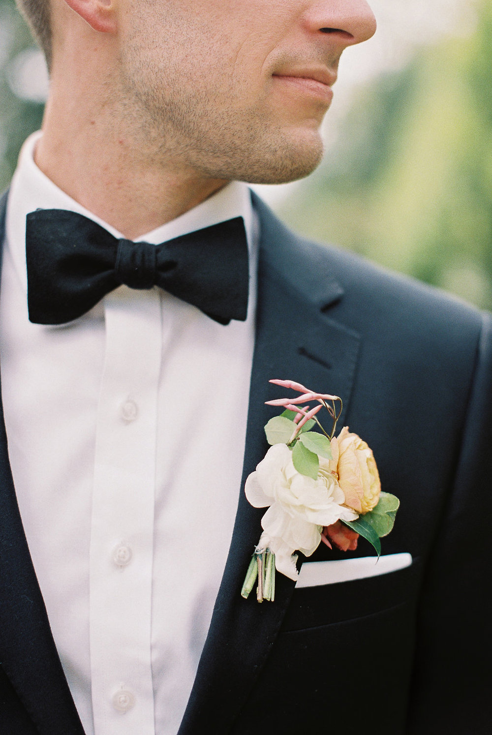 detail-of-simple-groom-boutonniere.jpg