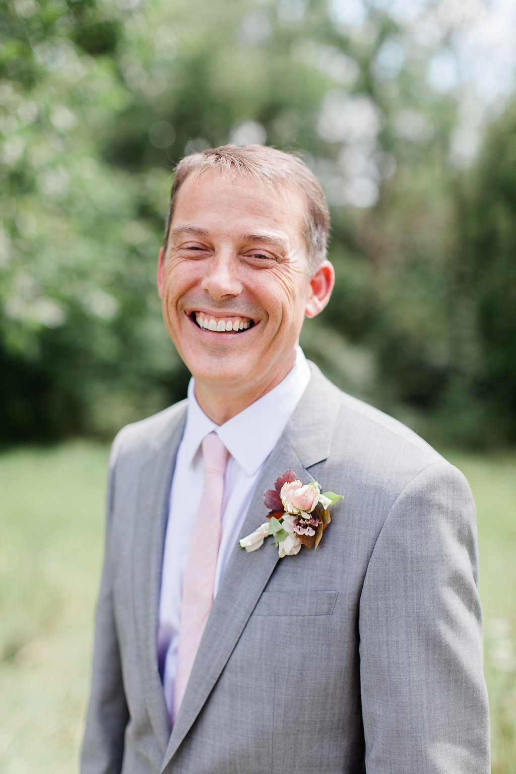 groom-boutonniere-with-ribbon.jpg