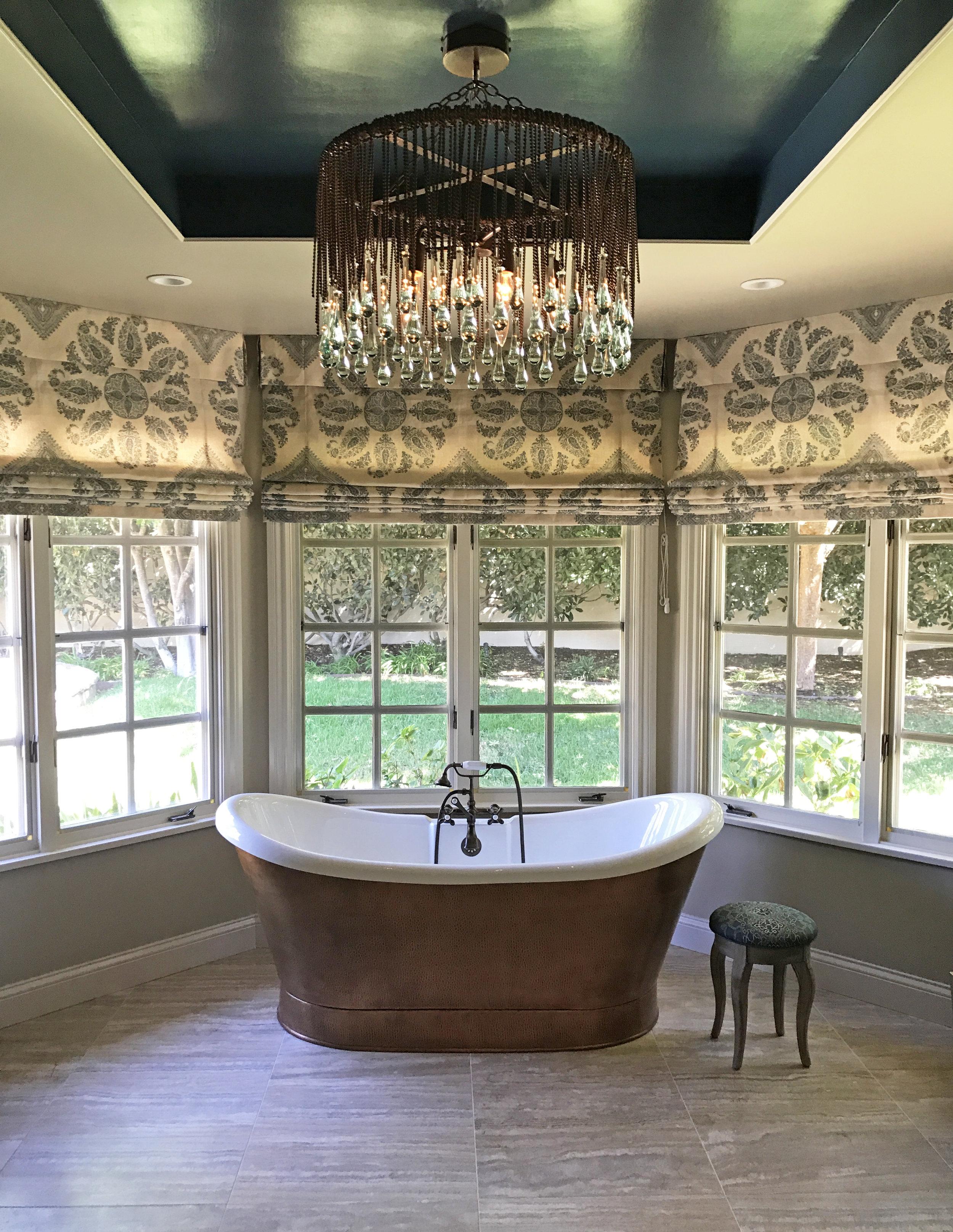bathroom 2 tub.jpg