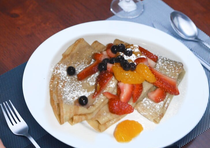 crepes fruit.jpg