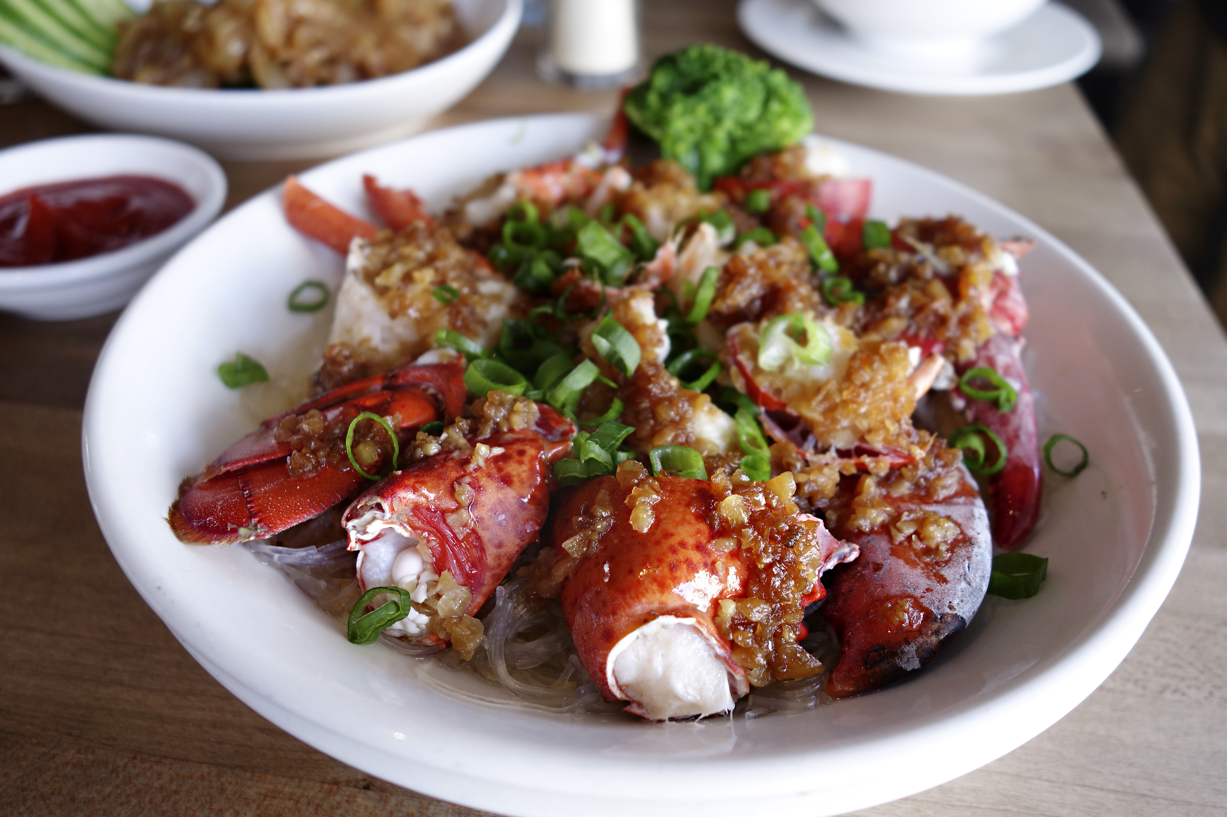 Steamed garlic lobster with rice noodles