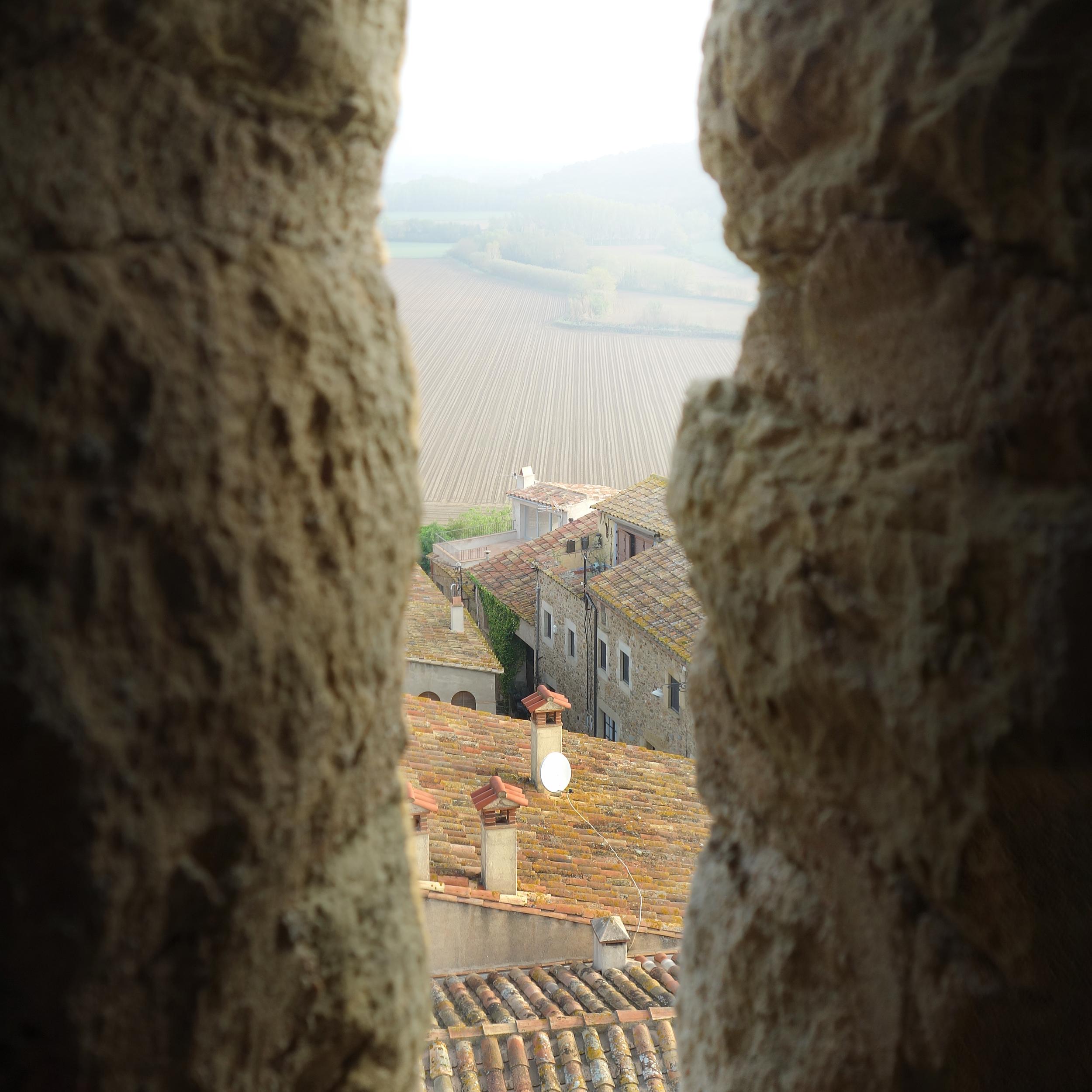 girona_thru_castle.jpg