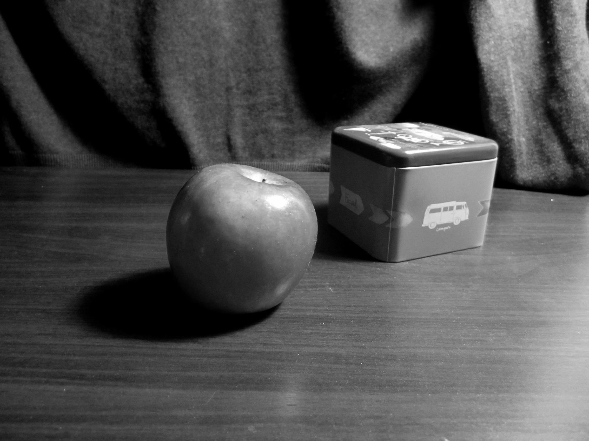 appleandbox_bw2
