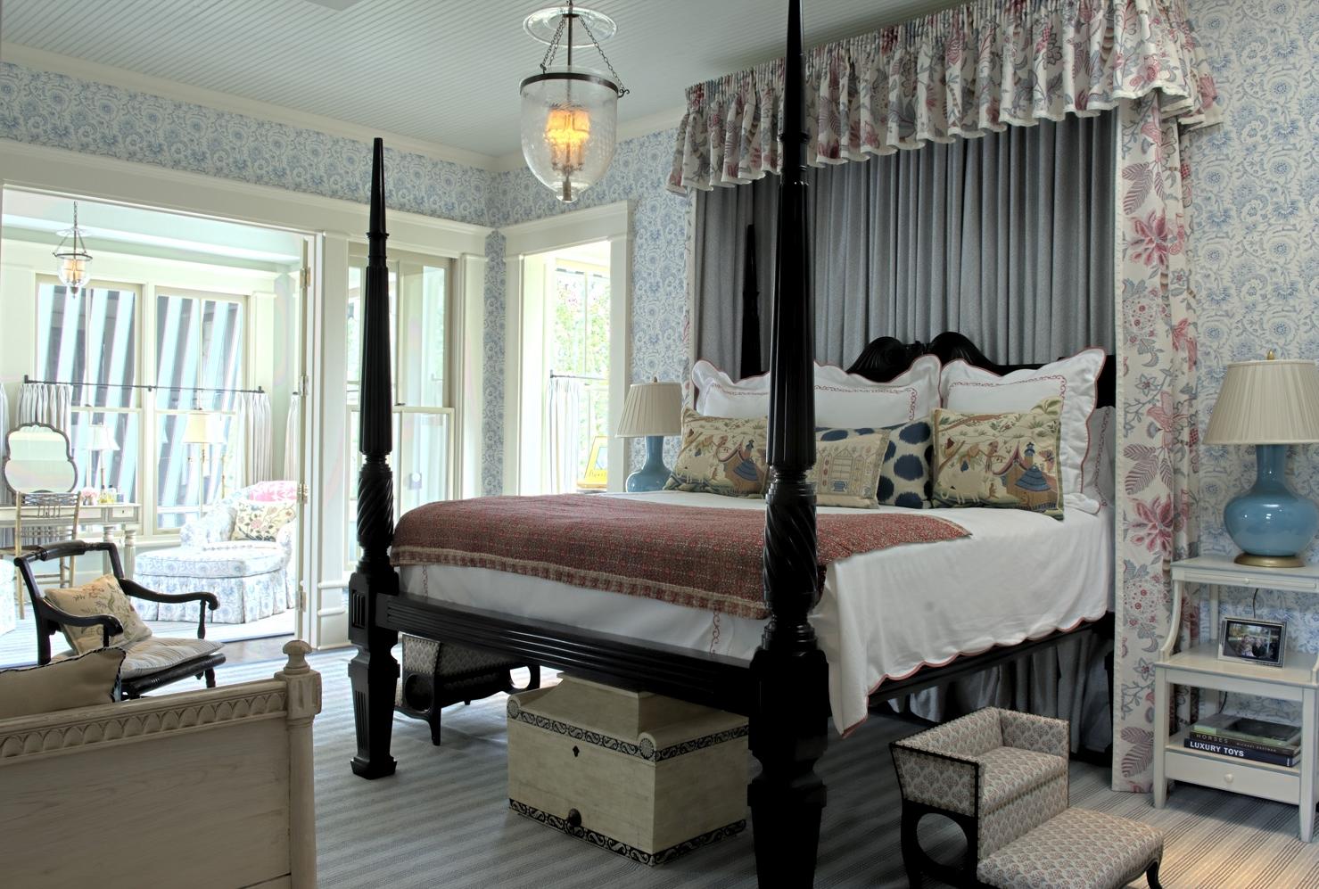 Injigo Lace - Blue (walling), Banyan - Blue Pink (bed drapes)