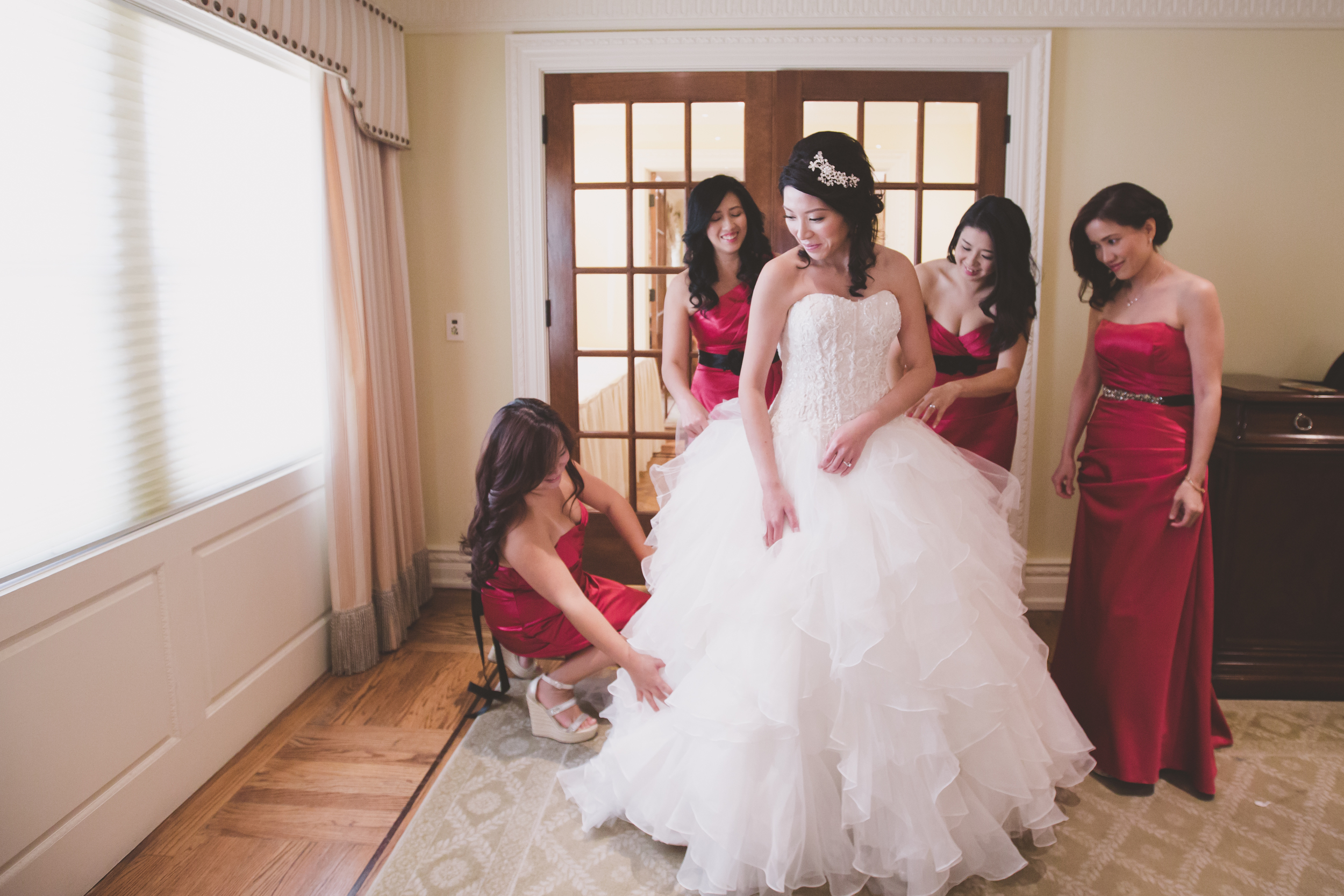 bride and bridesmaids getting ready photography