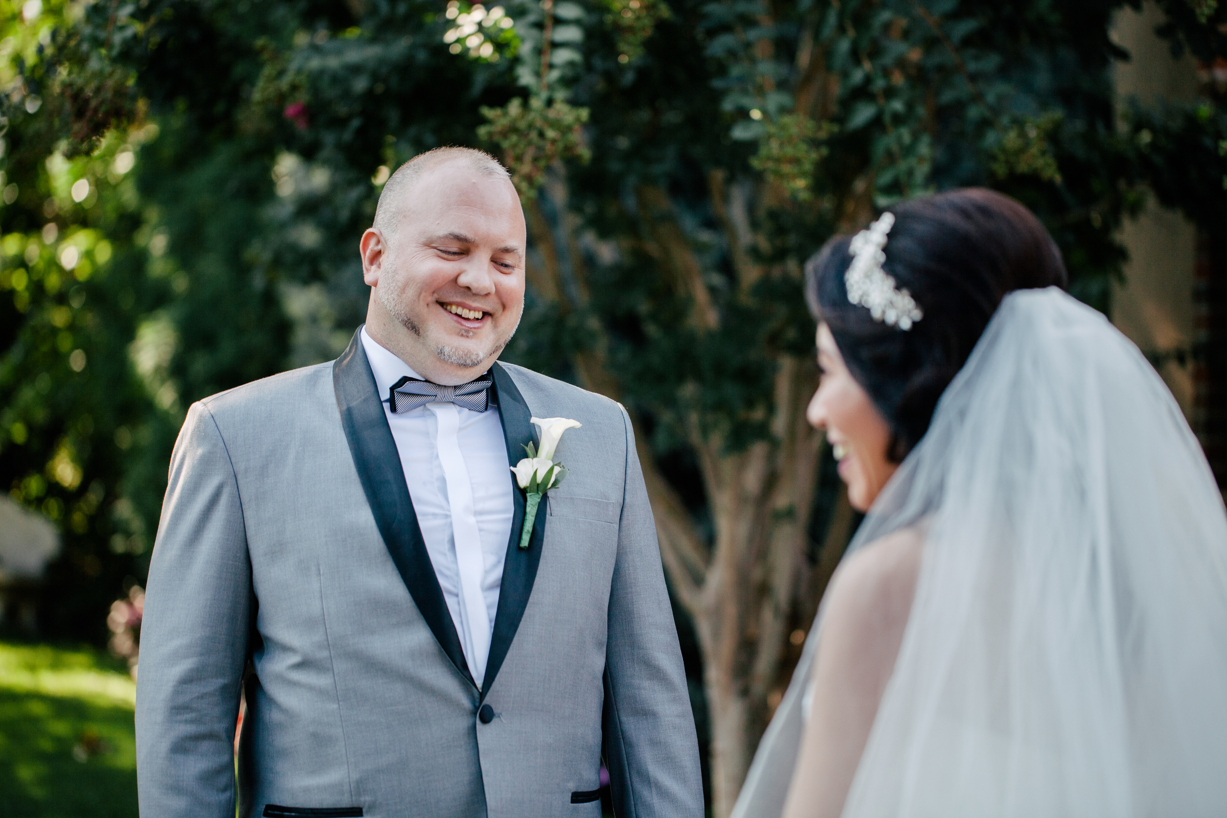 groom seeing his bride for the first time