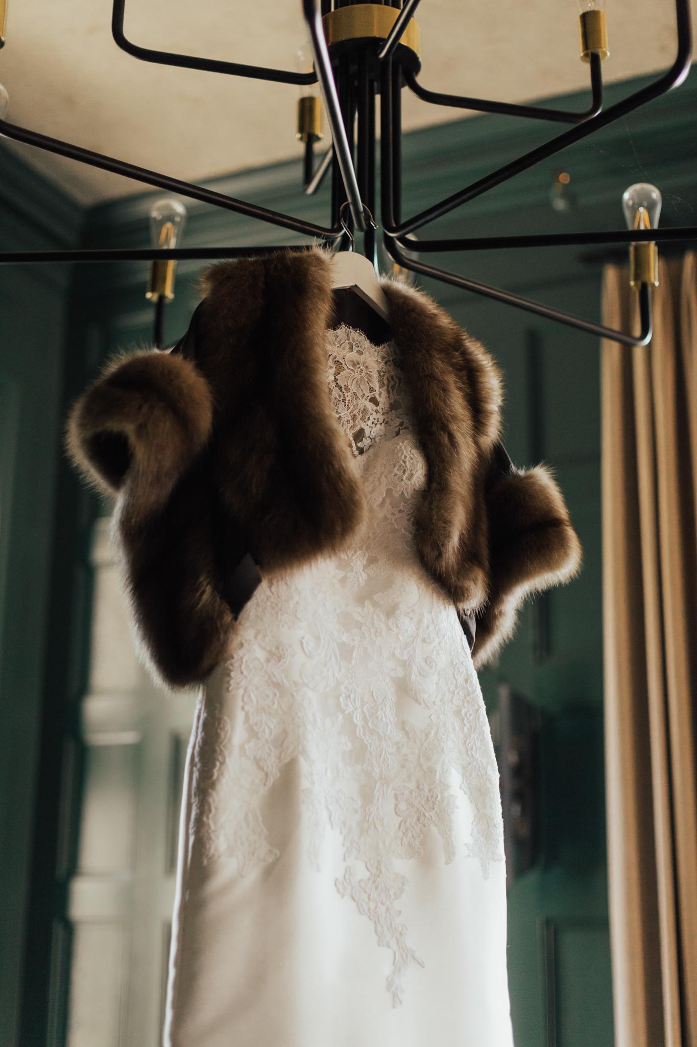 bridal fur winter wedding