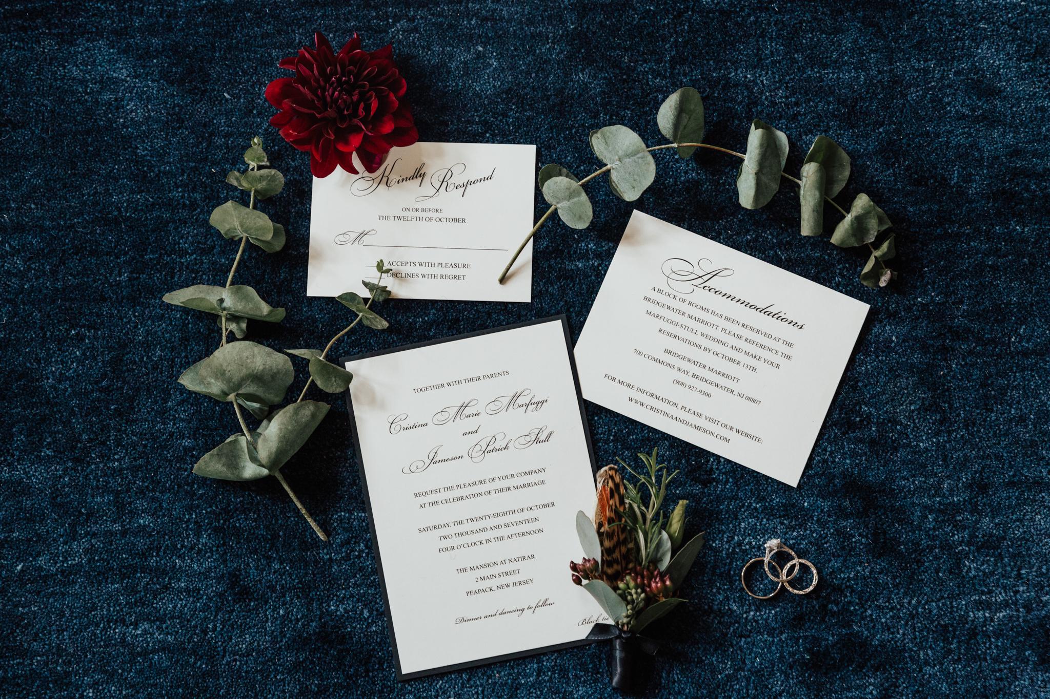 vines of green wedding flowers
